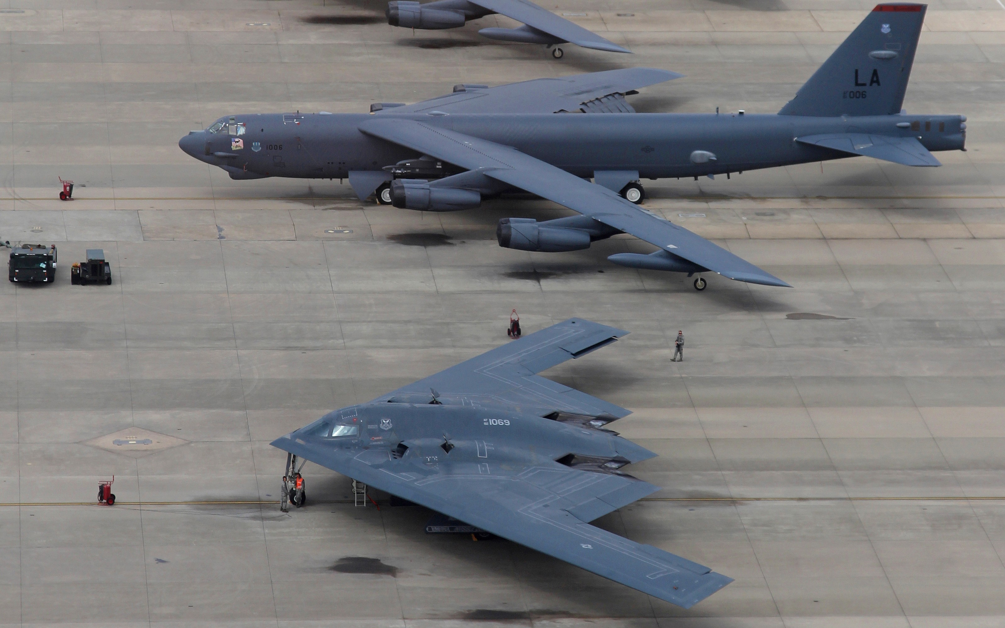 B 27 bomber photos US Air Force unveils picture of new stealth bomber B-21 to replace B