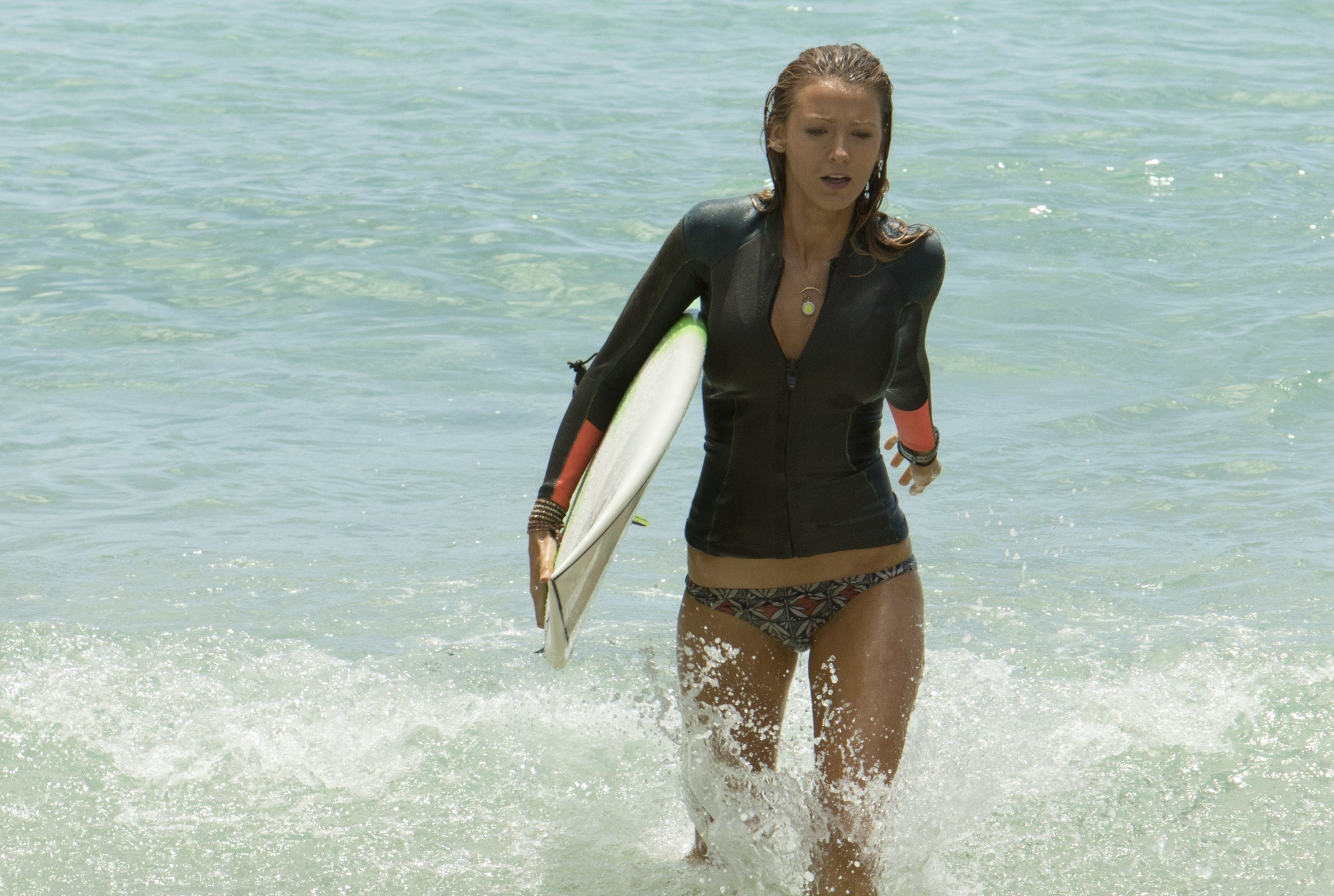 2000x1344 The Shallows Hintergrund possibly with a badende called Blake Lively