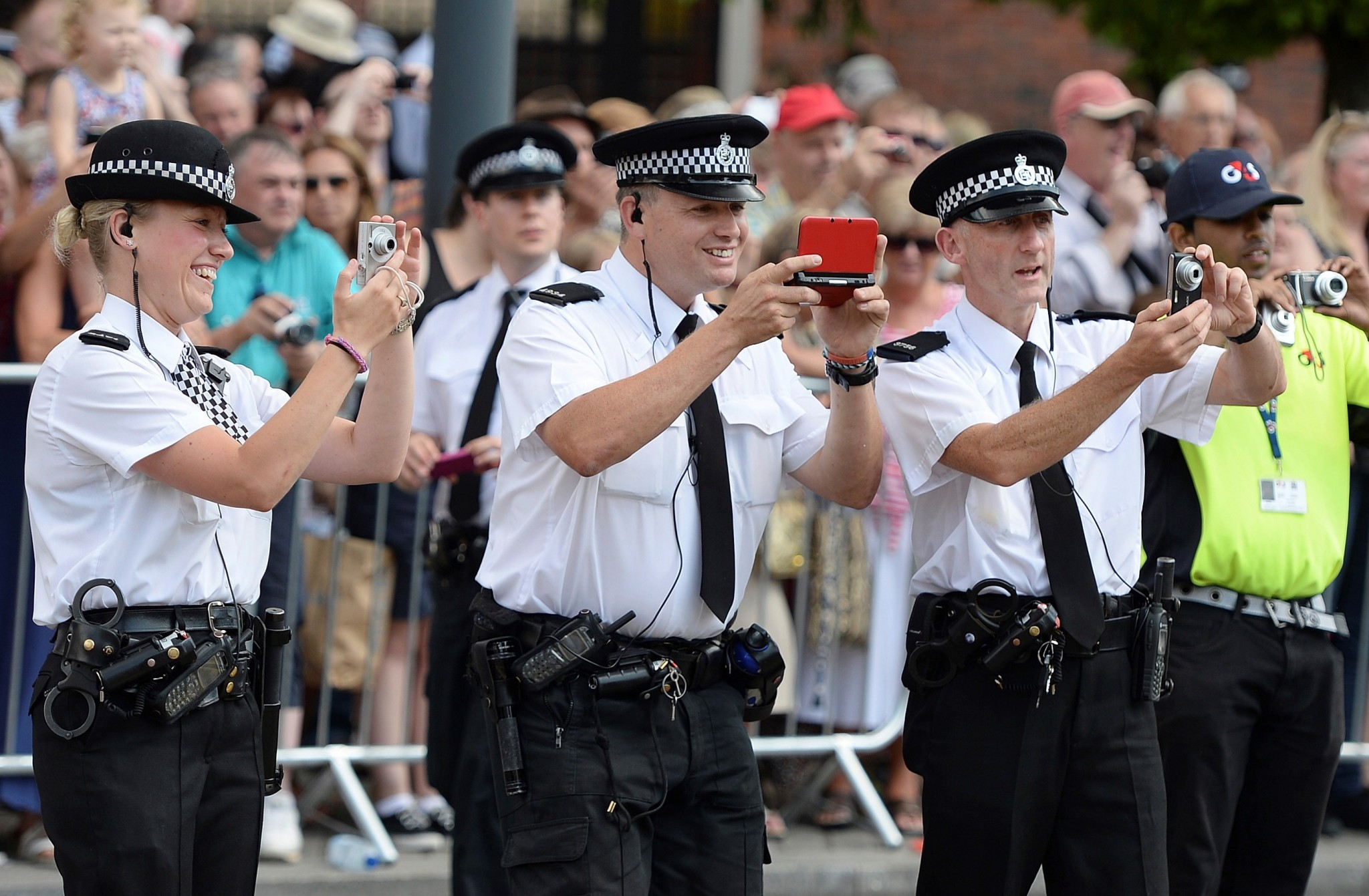 the best method of motivating police officers in police organizations Under the community policing model, police management community policing as the predominant way of to achieve community policing goals, officers have to be.