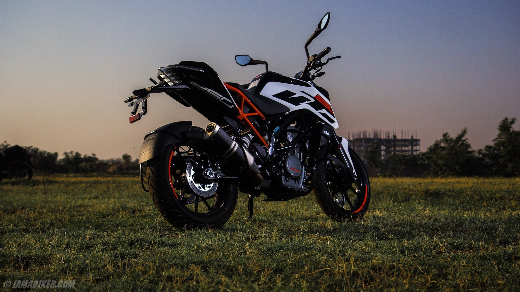2000x1125 KTM Duke 250 HD wallpapers