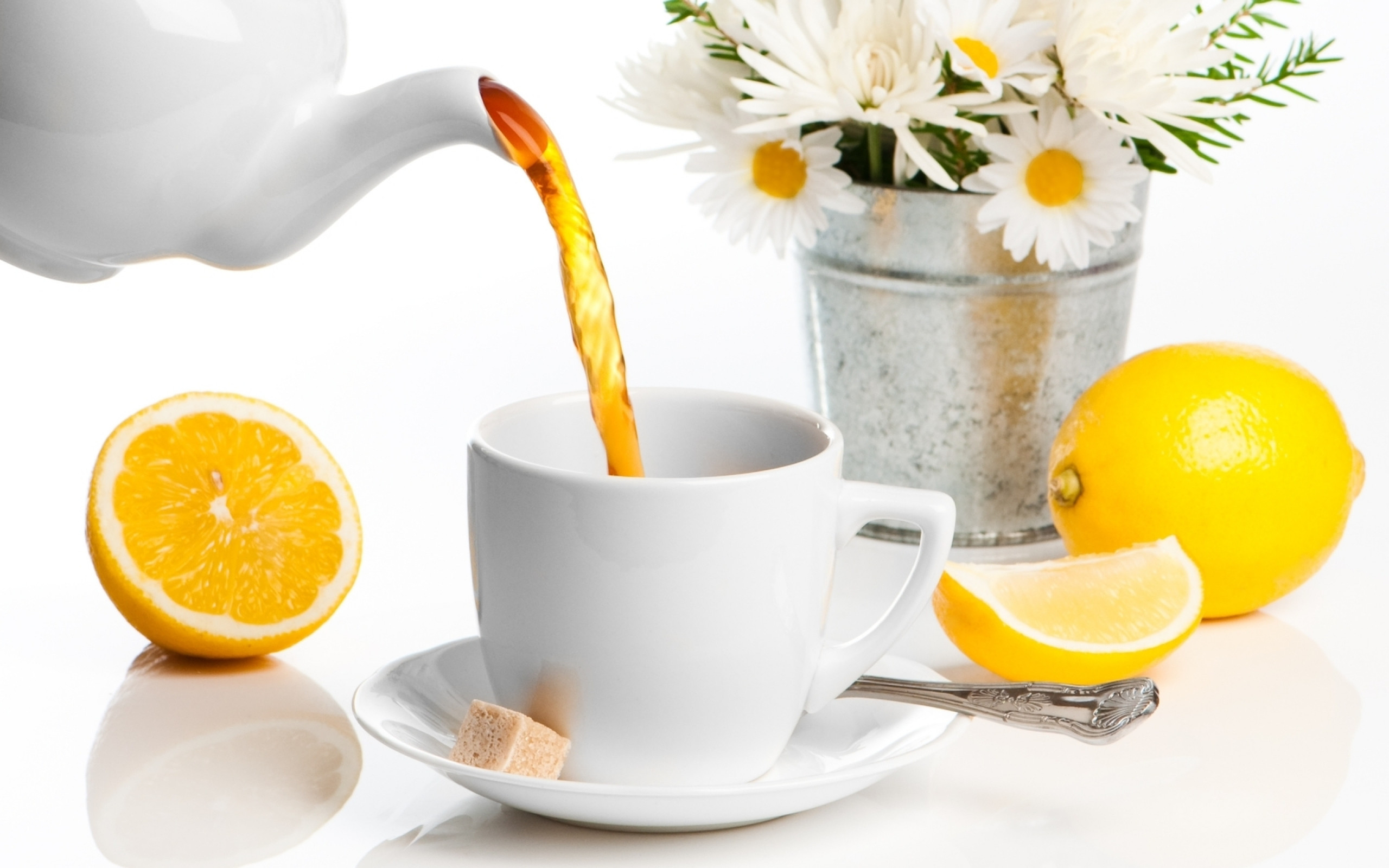 2560x1600  Wallpaper bucket, flowers, daisies, saucer, spoon, cup, teapot,