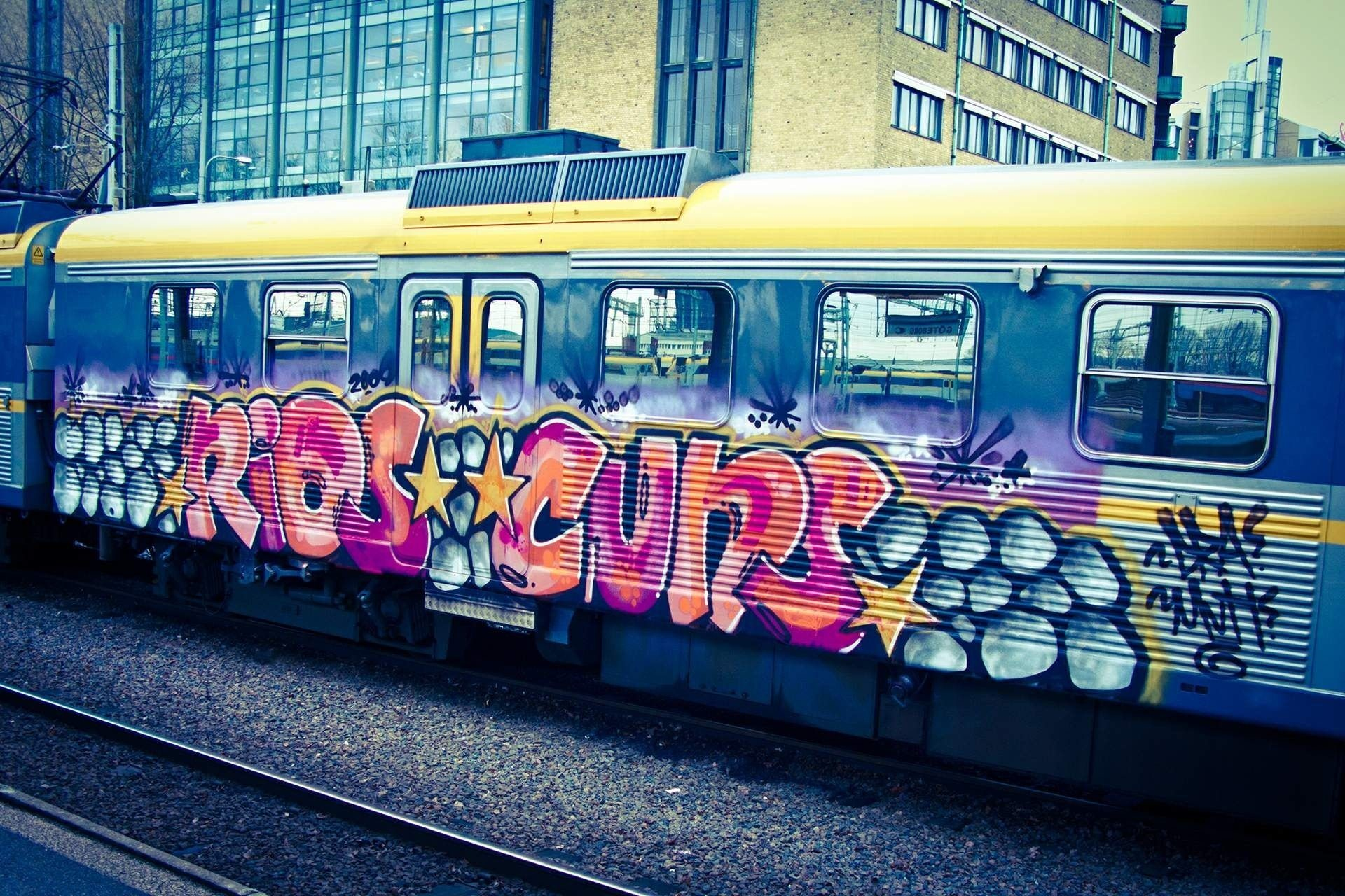 1920x1280 graffiti hd wallpaper the train street art cool images download amazing  artwork background wallpapers desktop wallpapers mac desktop images samsung  phone ...