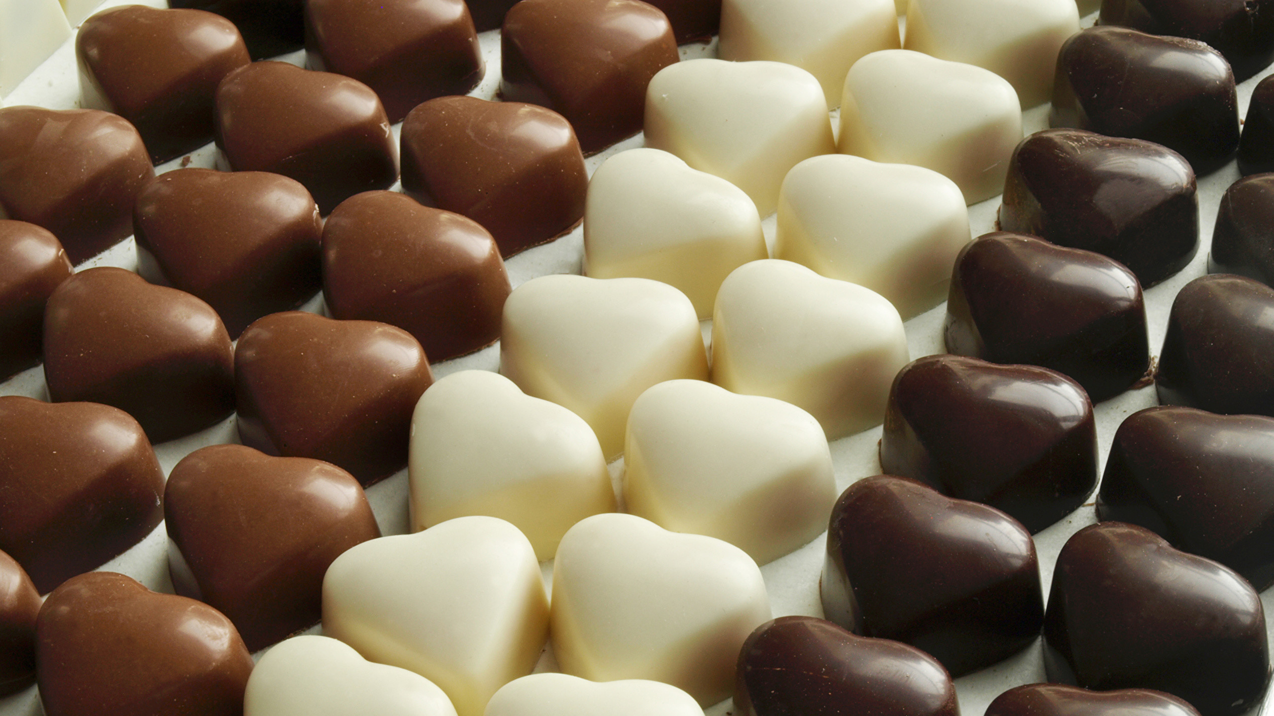 2560x1440 Images Heart Chocolate Candy Food Many Sweets