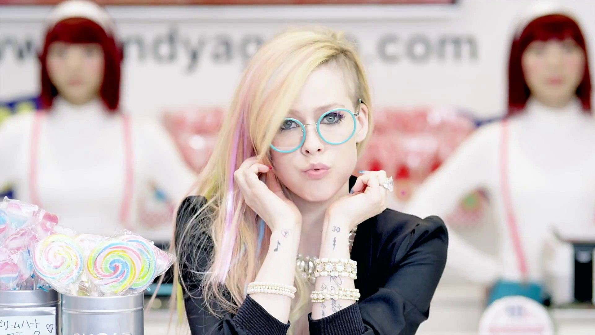 Avril lavigne hello kitty - 2 2