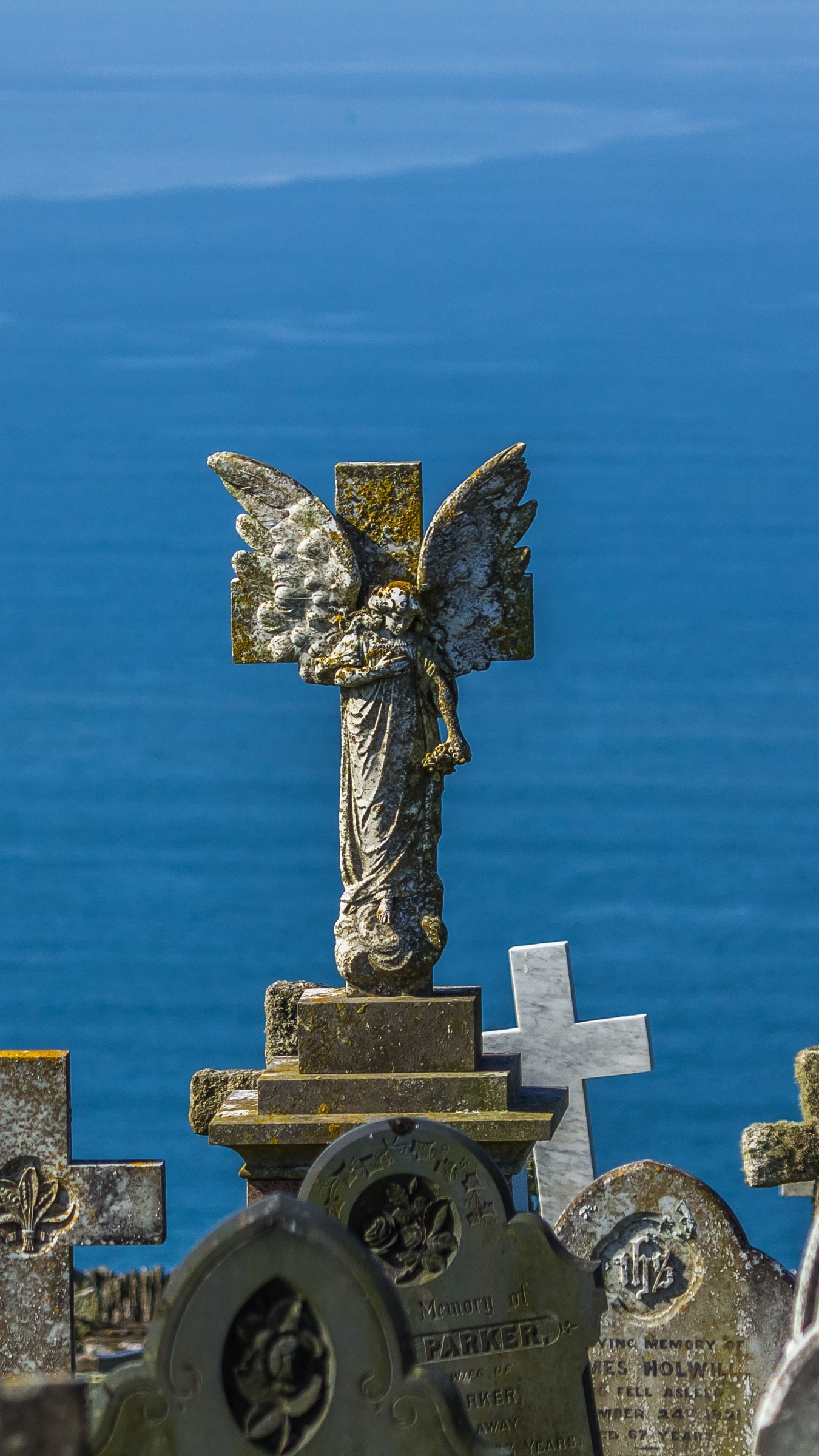 1350x2400  Wallpaper sculpture, monument, angel, crosses