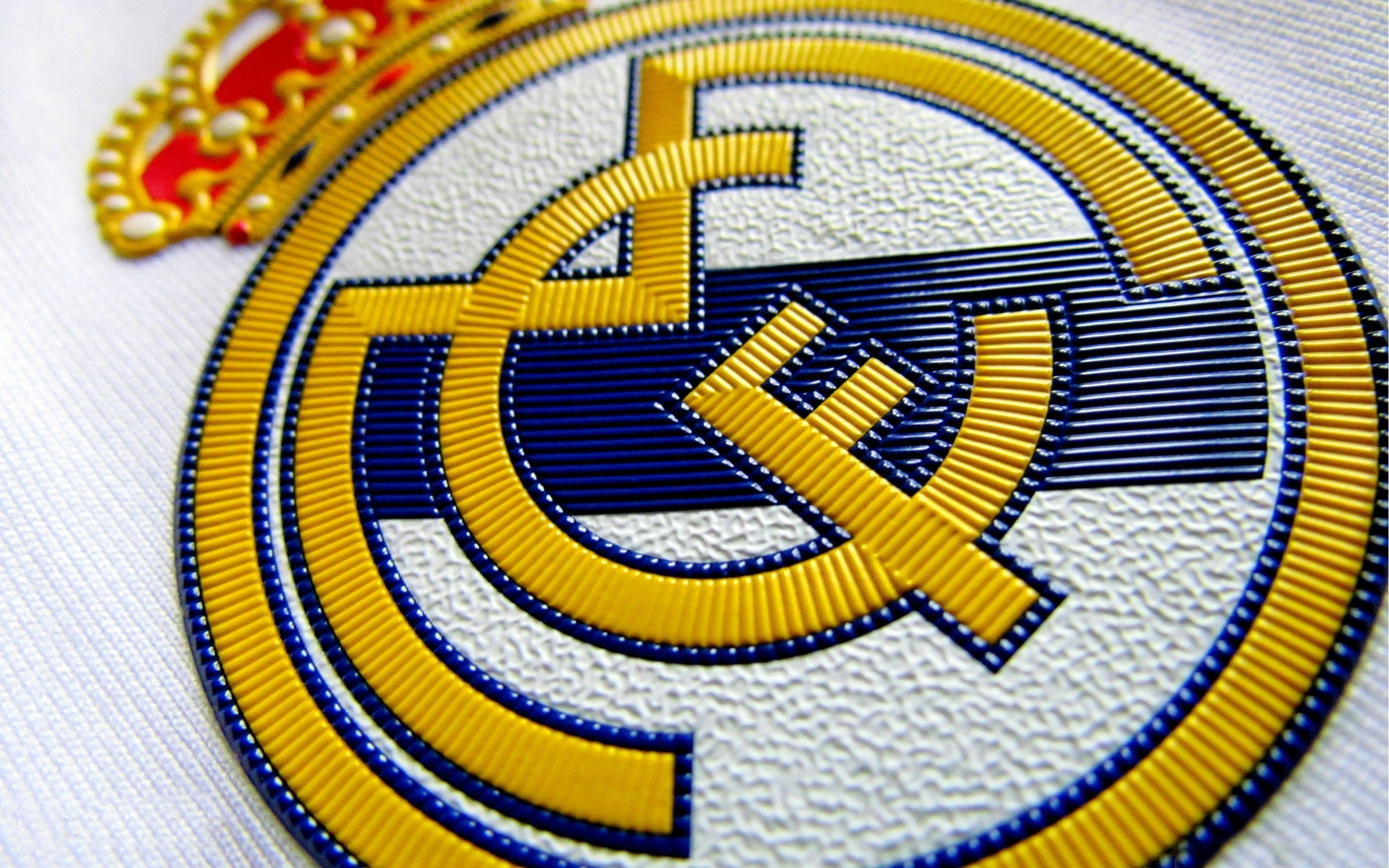 2560x1600 real-madrid-logo-sport-hd-wallpaper--4606