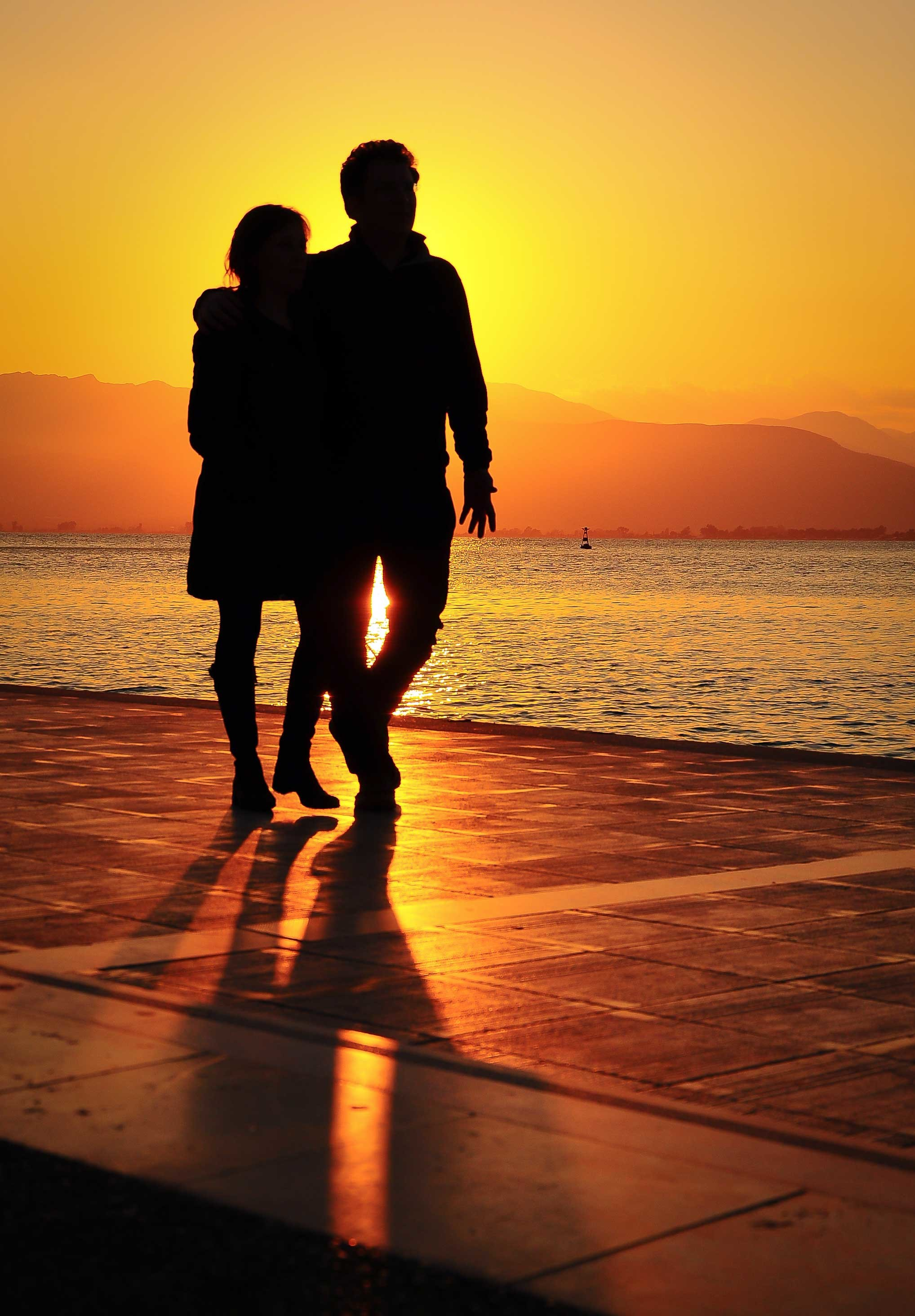 2036x2928 romantic couple sunset wallpaper