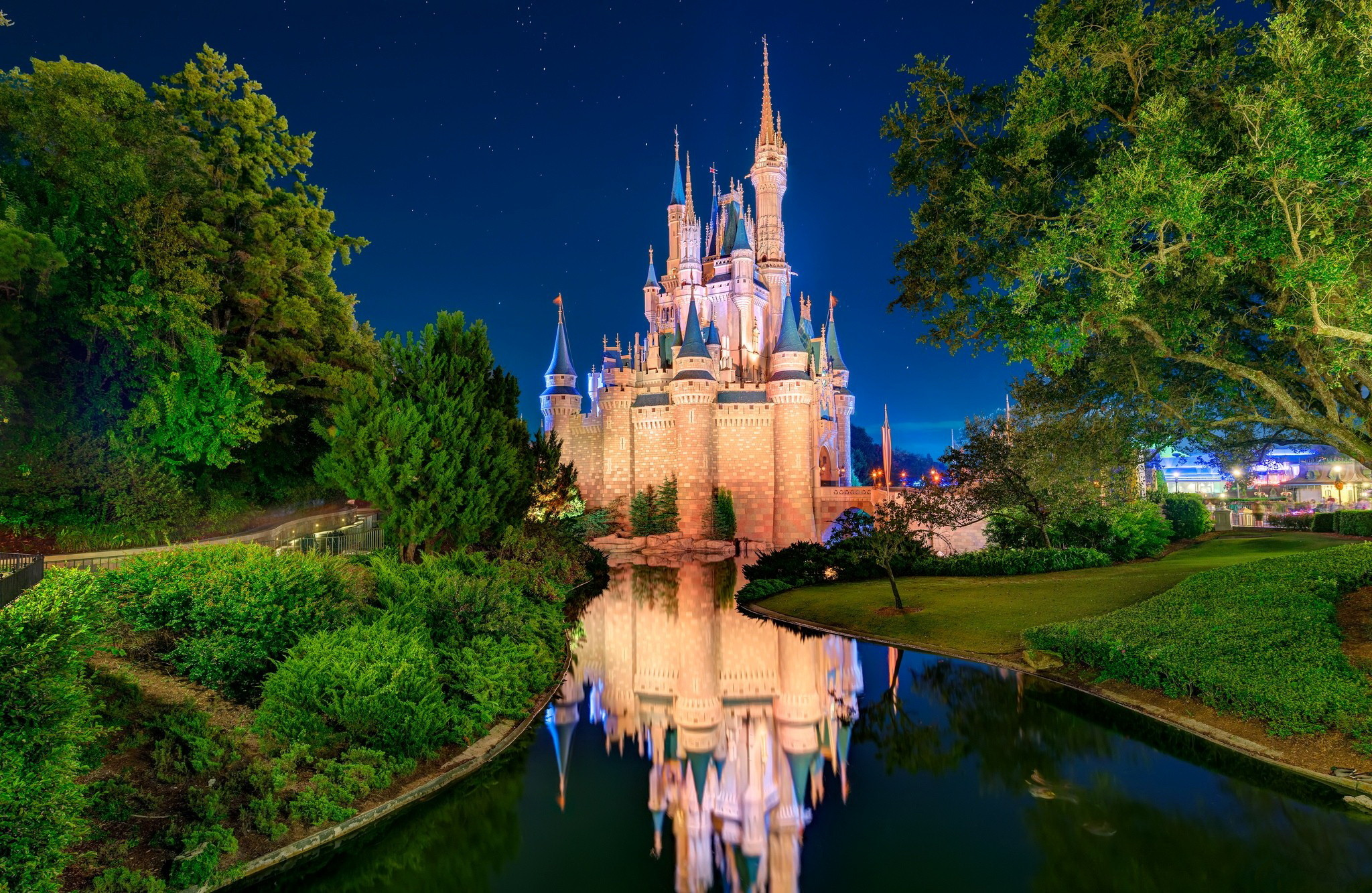 2048x1333 disney world castle wallpaper