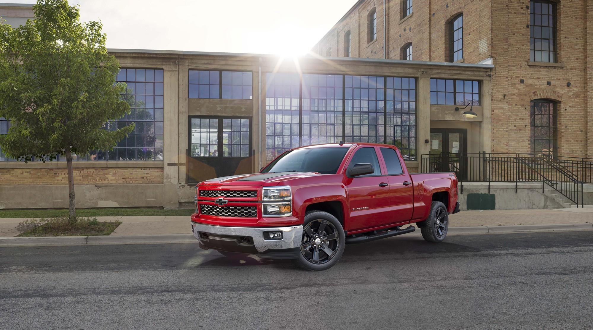 2000x1116 2015 Chevrolet Silverado HD Background Wallpapers