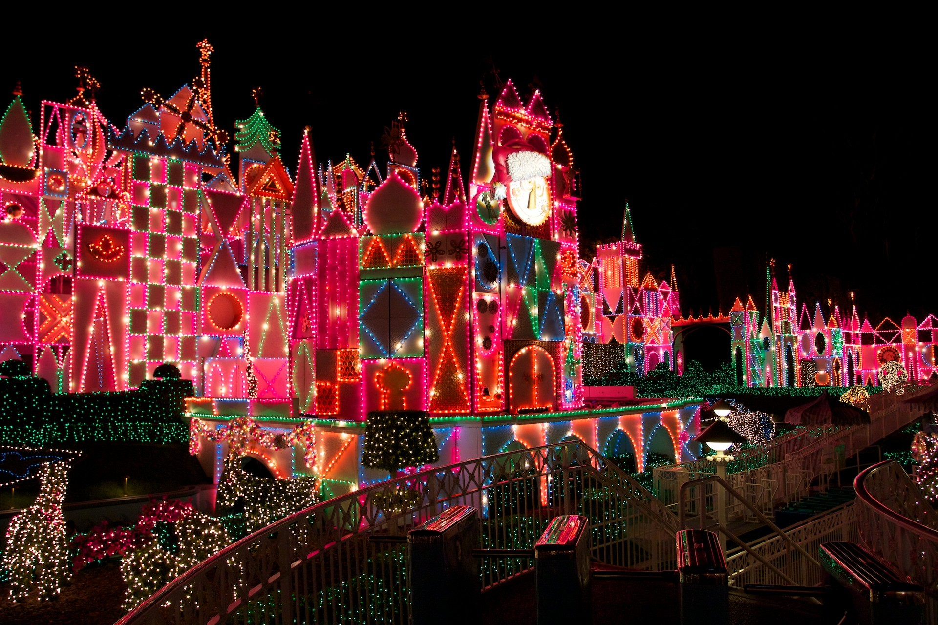 1920x1280 Its A Small World Attraction At Disneyland Night Decorated For Christmas Wallpaper
