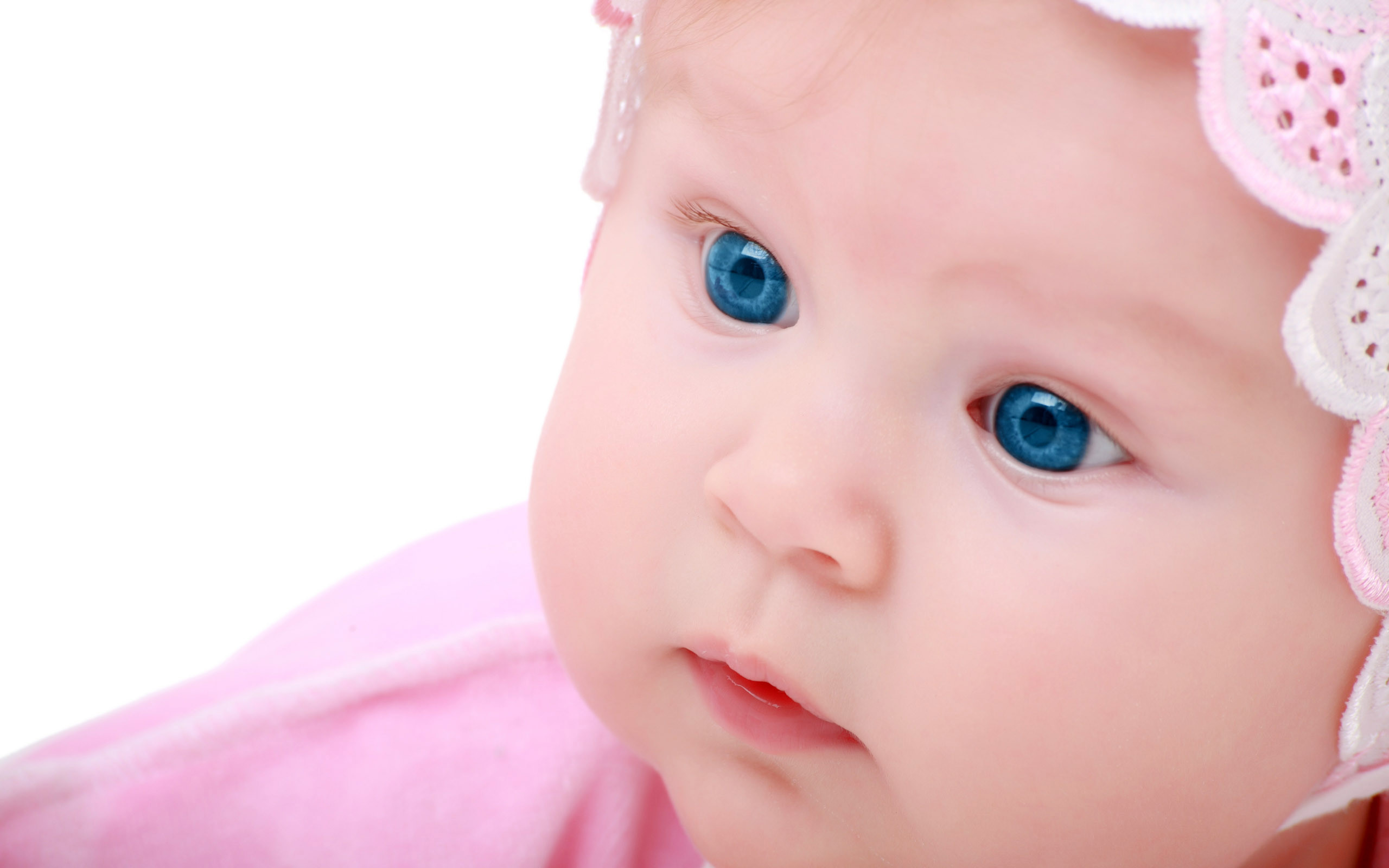 2560x1600 Cute Baby Wallpaper 20734