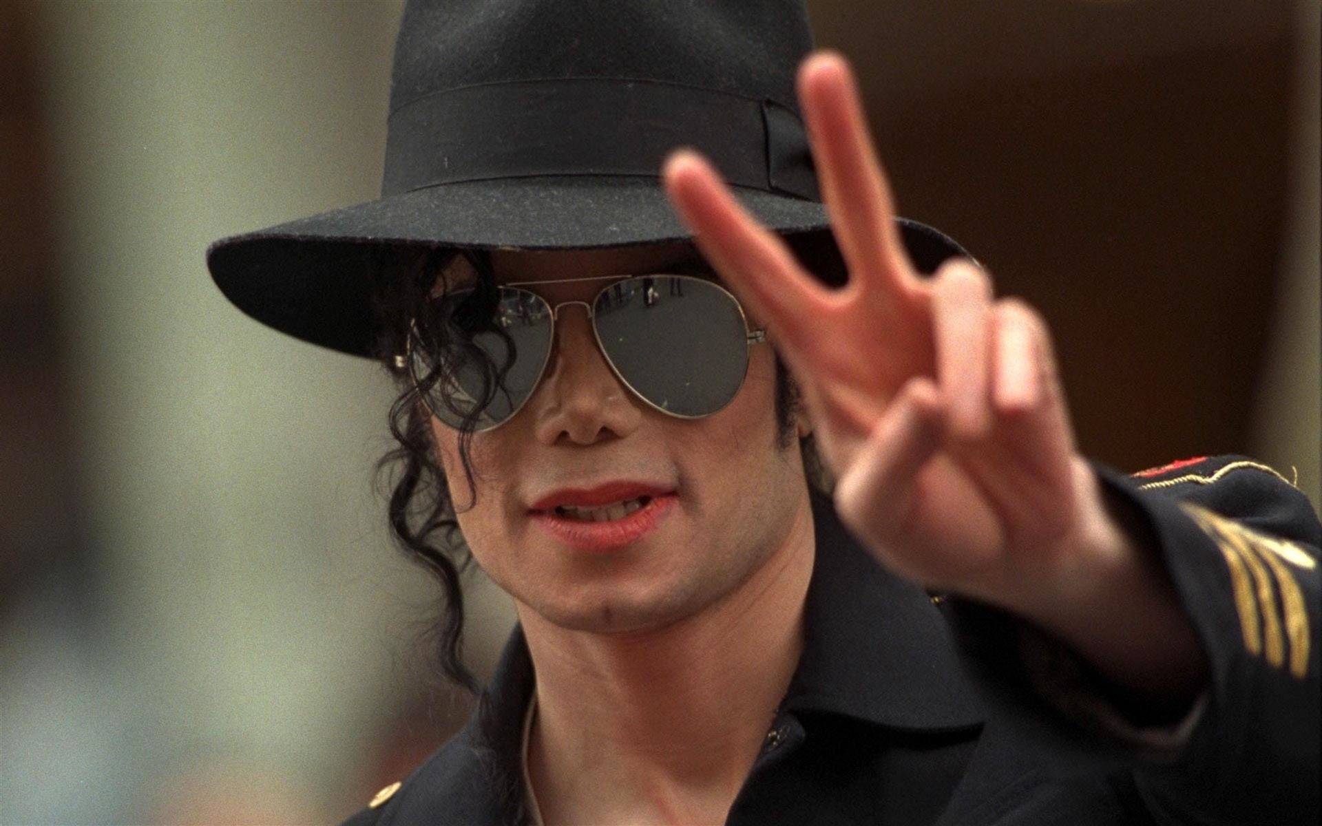 1920x1200 Remembering Michael Jackson: The King of Pop