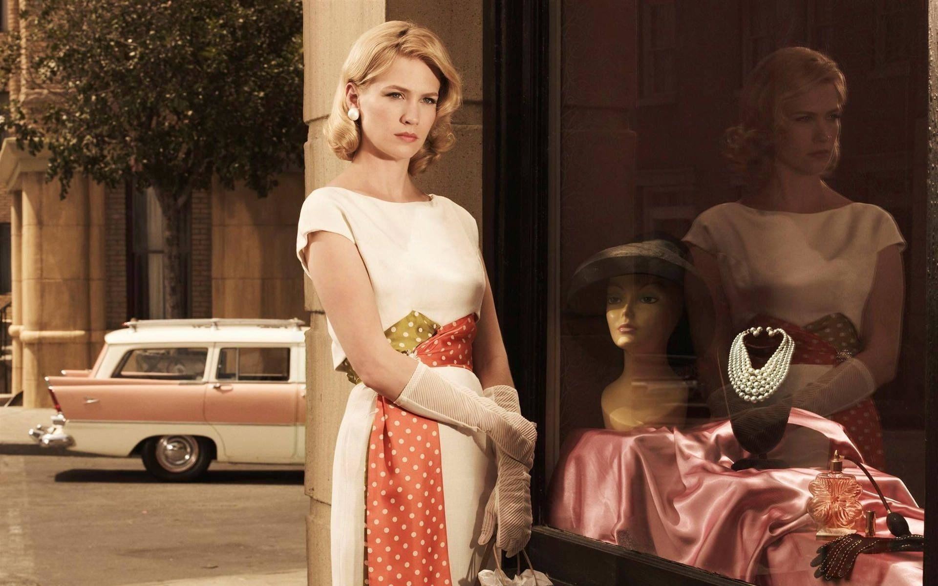 1920x1200 January Jones as Betty Francis in Mad Men