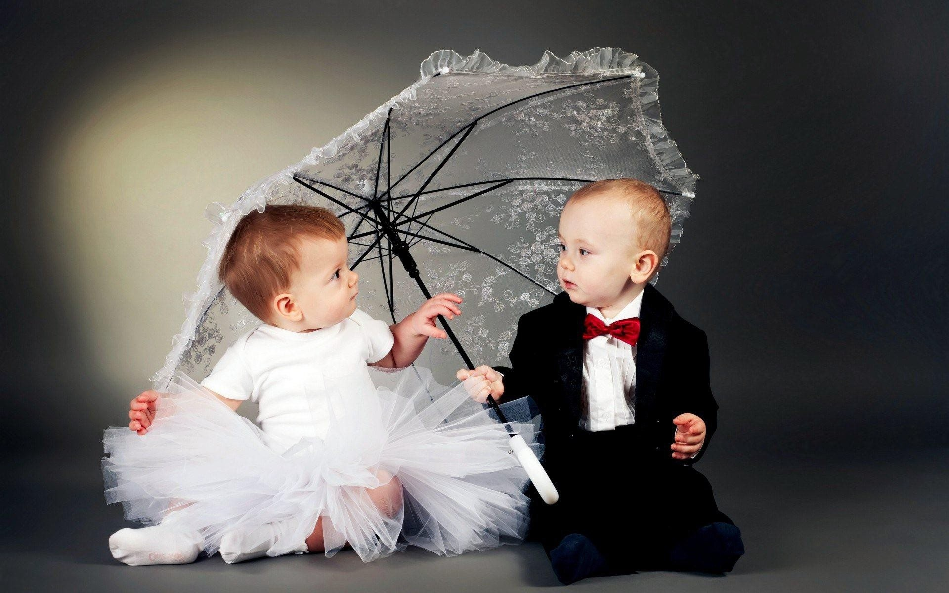 1920x1200 Cute-wedding-baby-couple-wallpaper