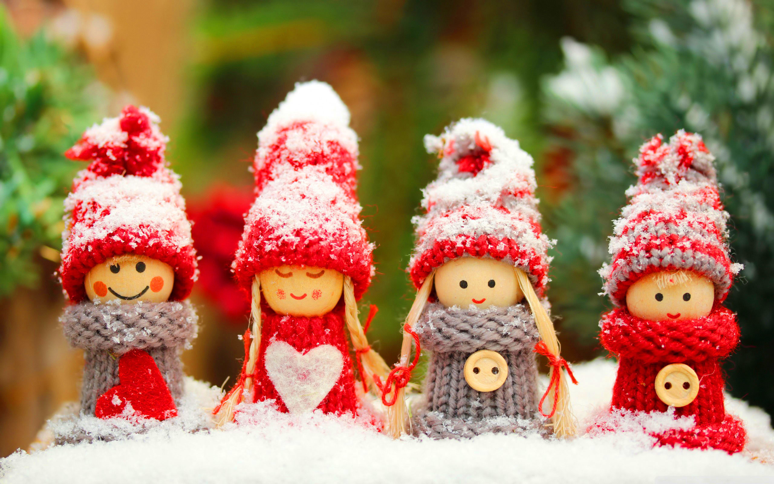 2560x1600 Free Cute Christmas Winter Dolls, computer desktop wallpapers, pictures,  images