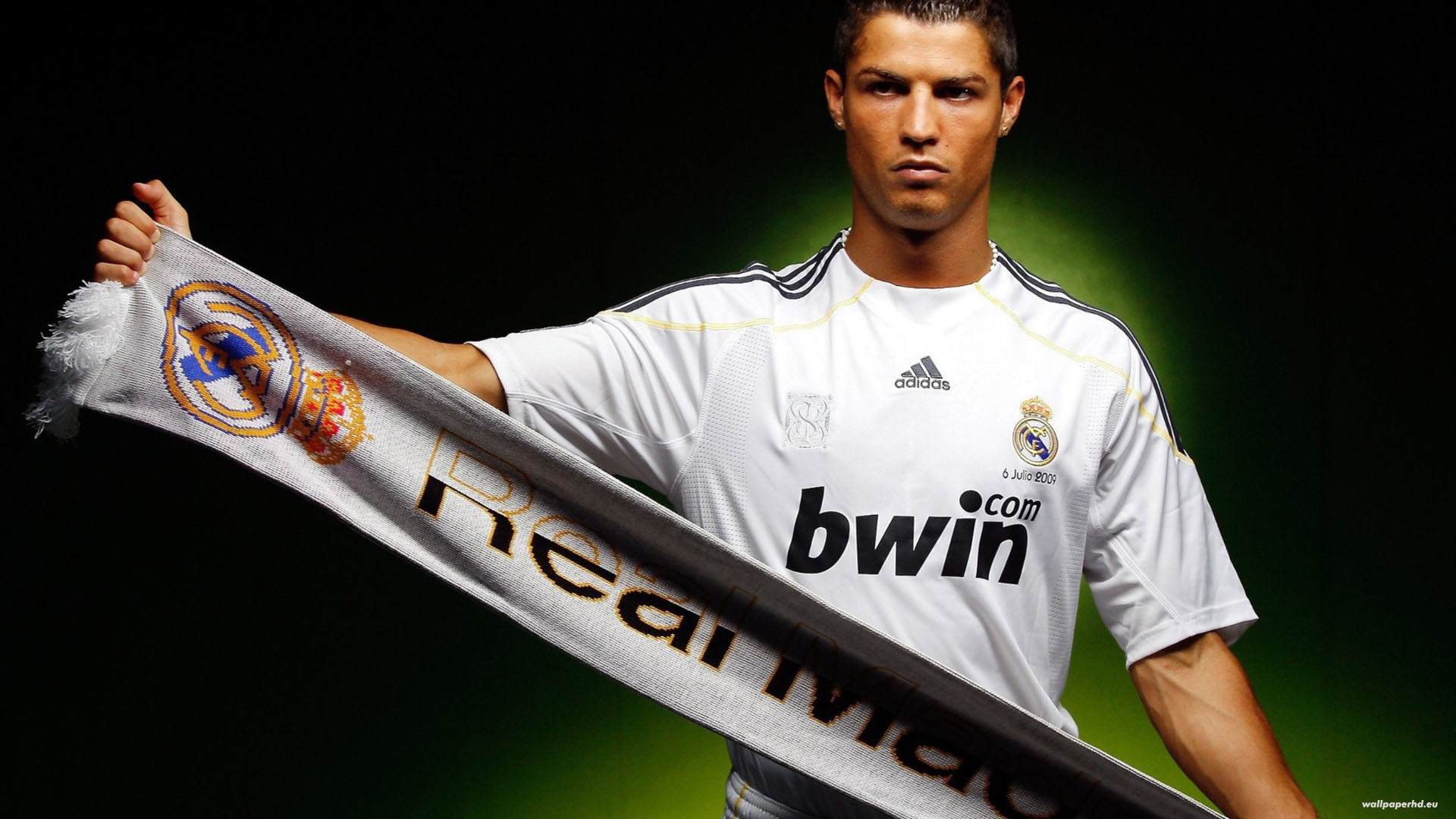 1920x1080 Cristiano Ronaldo with Real Madrid scarf wallpaper