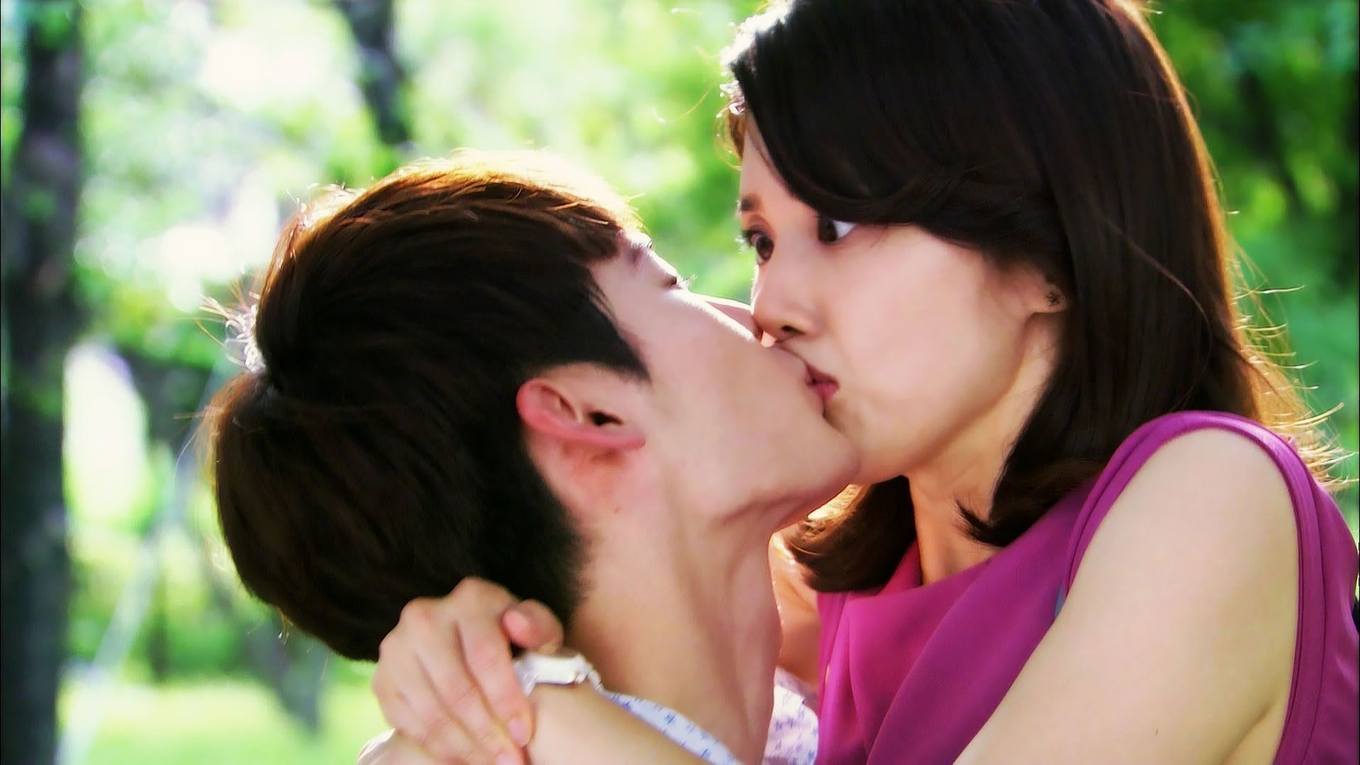 1920x1080 Romantic boy kiss to pretty girl shocked