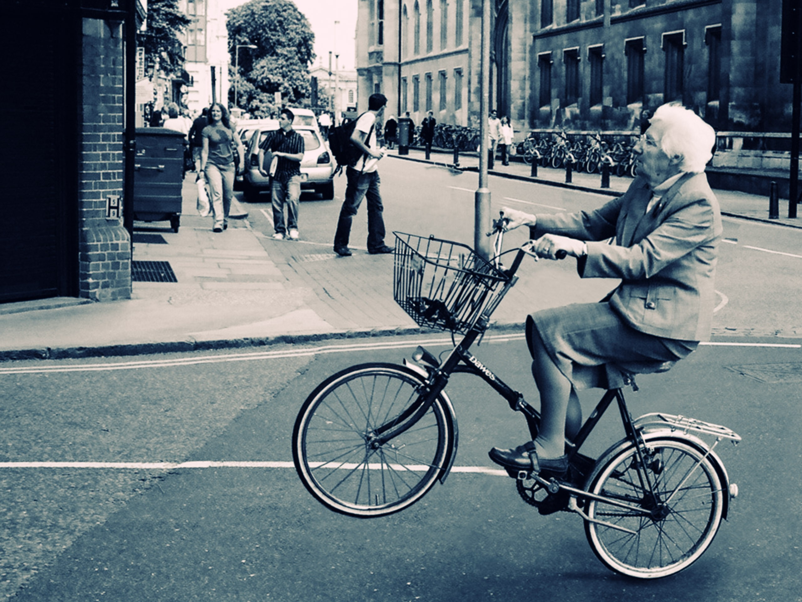 2560x1920 Old Lady Bicycle Wallpaper for