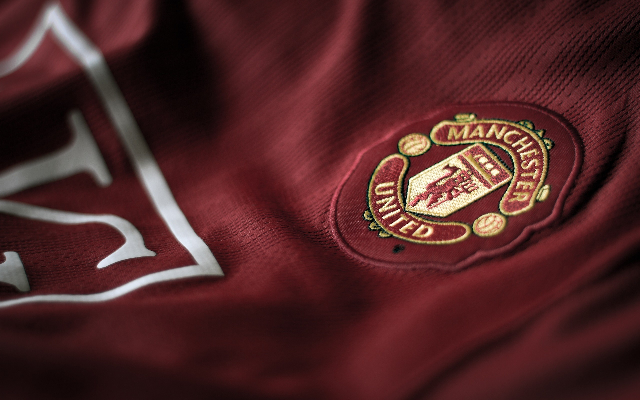 2560x1600 Previous: Red Devils shirt badge ...