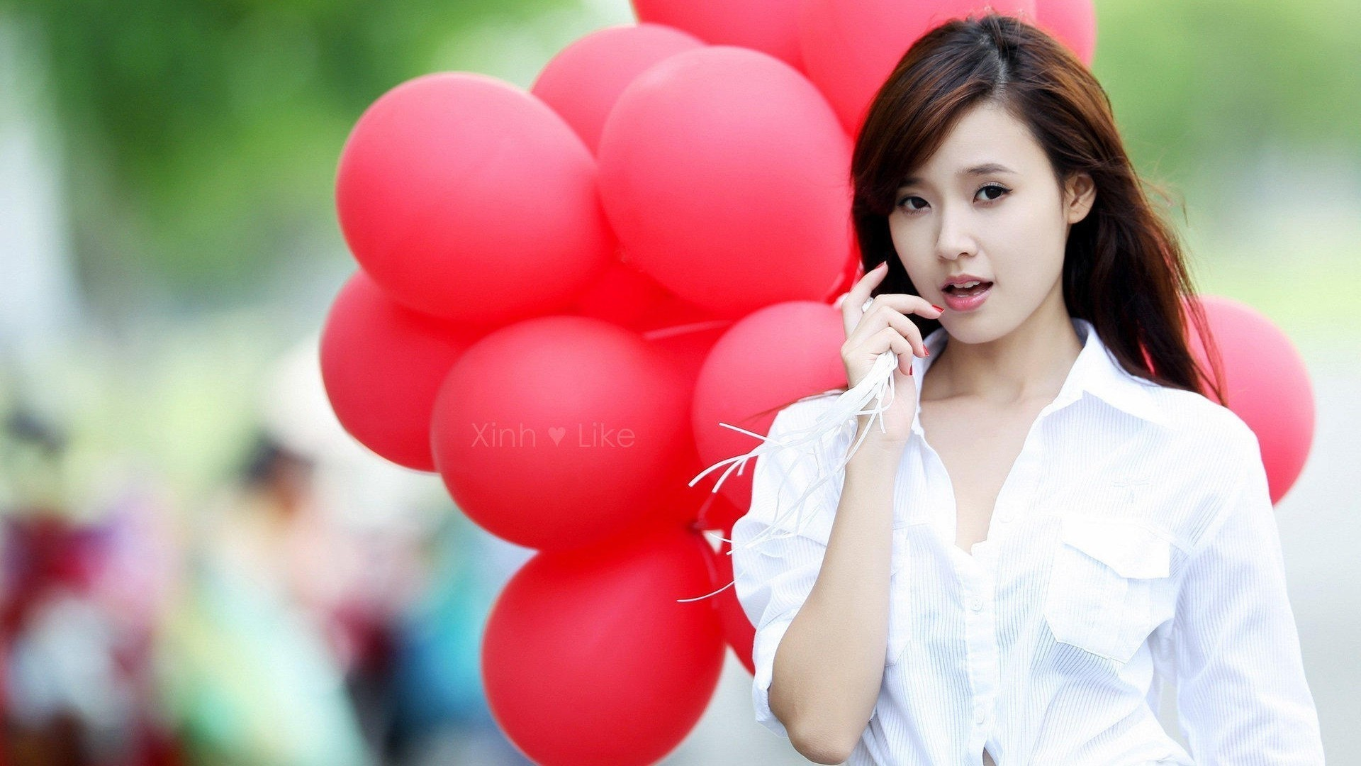 1920x1080 Beautiful girl with balloons wallpaper