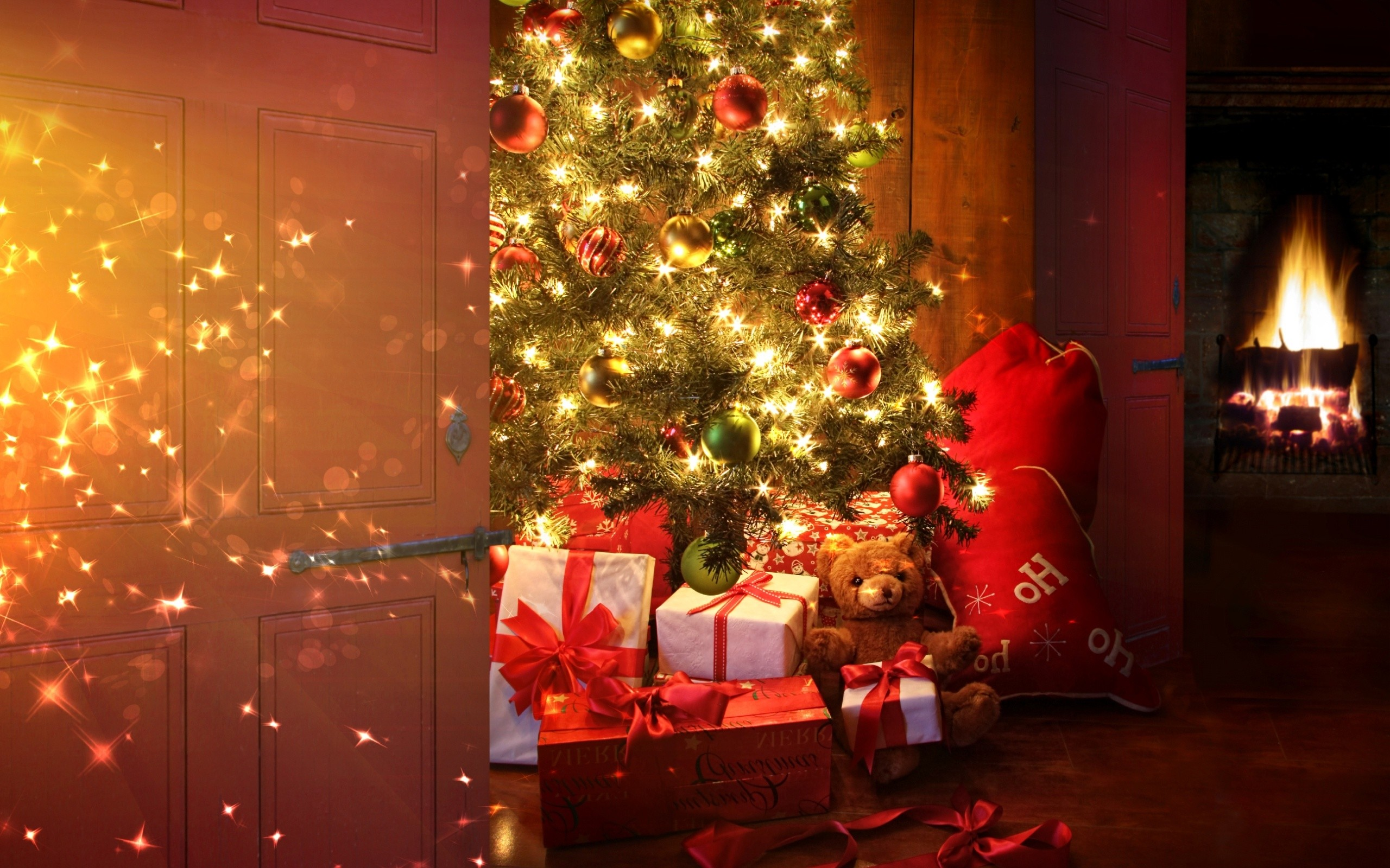 2560x1600 Christmas Tree with Lights and Gifts (click to view)