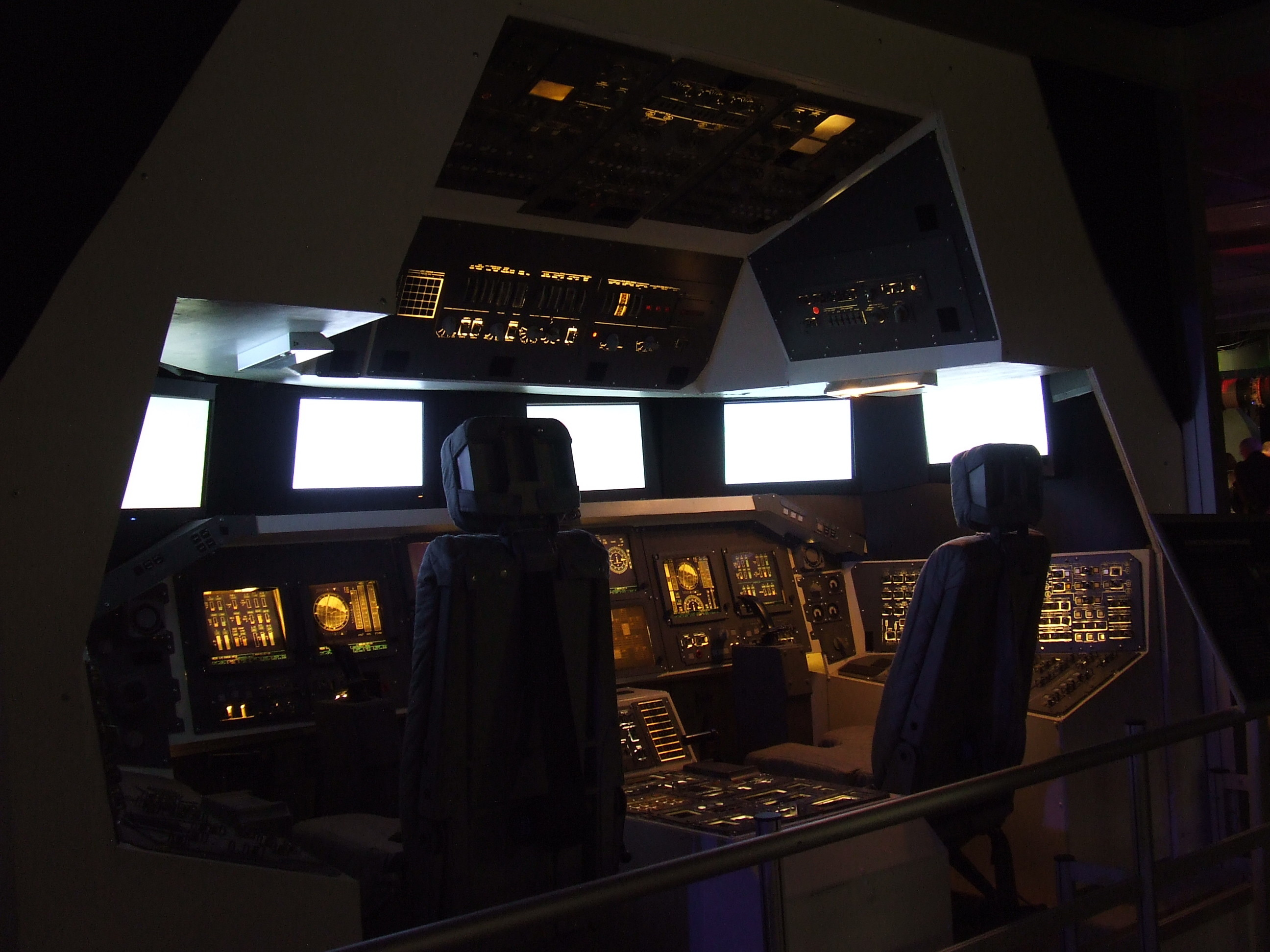 2592x1944 File:Gateway to space 2016, Budapest, the Space Shuttle cockpit.jpg