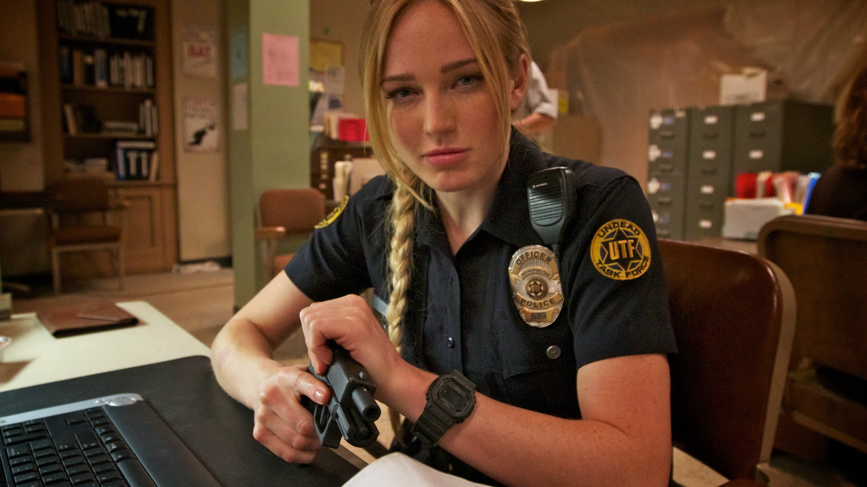 2799x1574 Caity Lotz, Blonde, Police, Glock 17, Death Valley, USA Wallpapers HD /  Desktop and Mobile Backgrounds