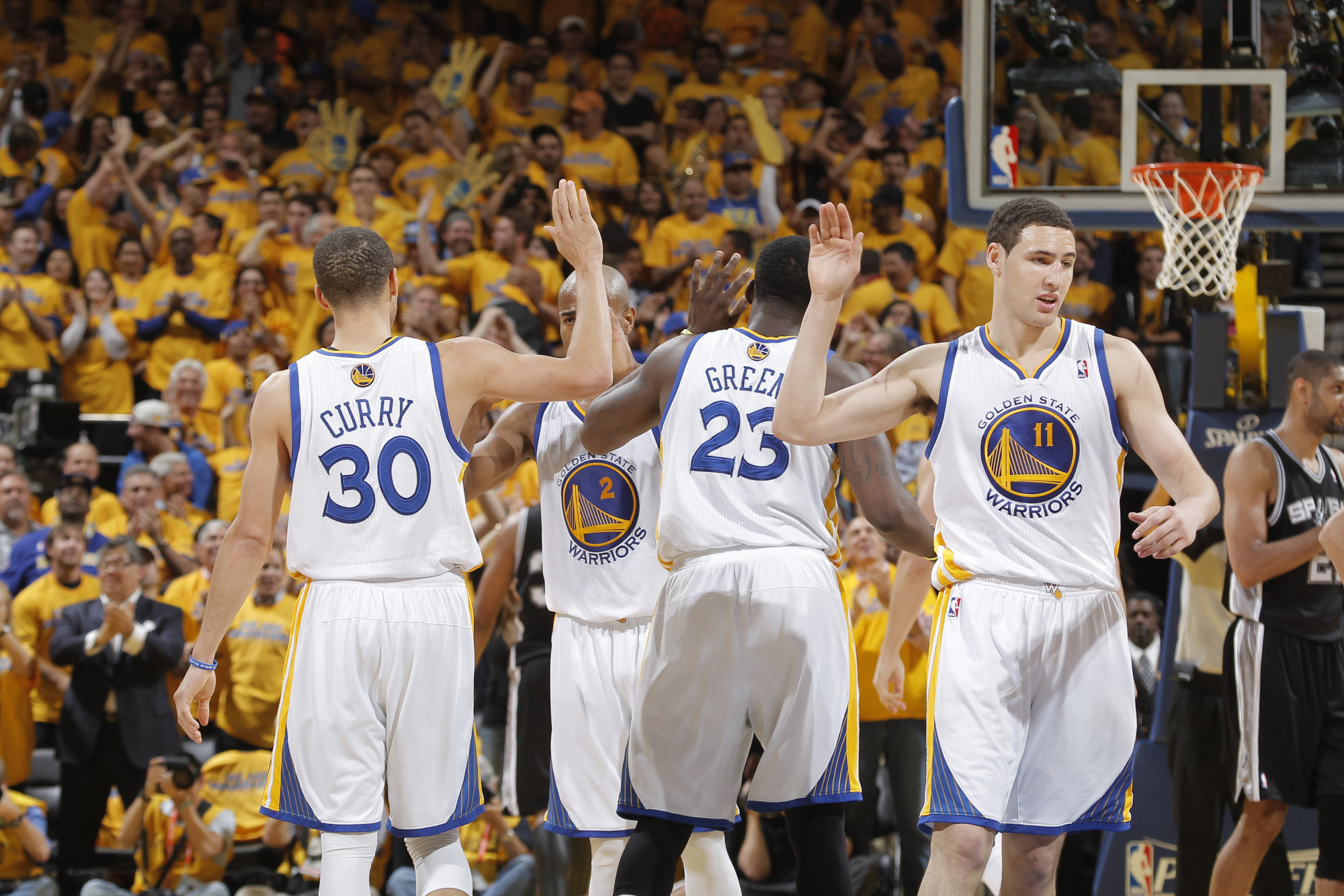 2000x1333 Golden-State-Warriors-Match-NBA