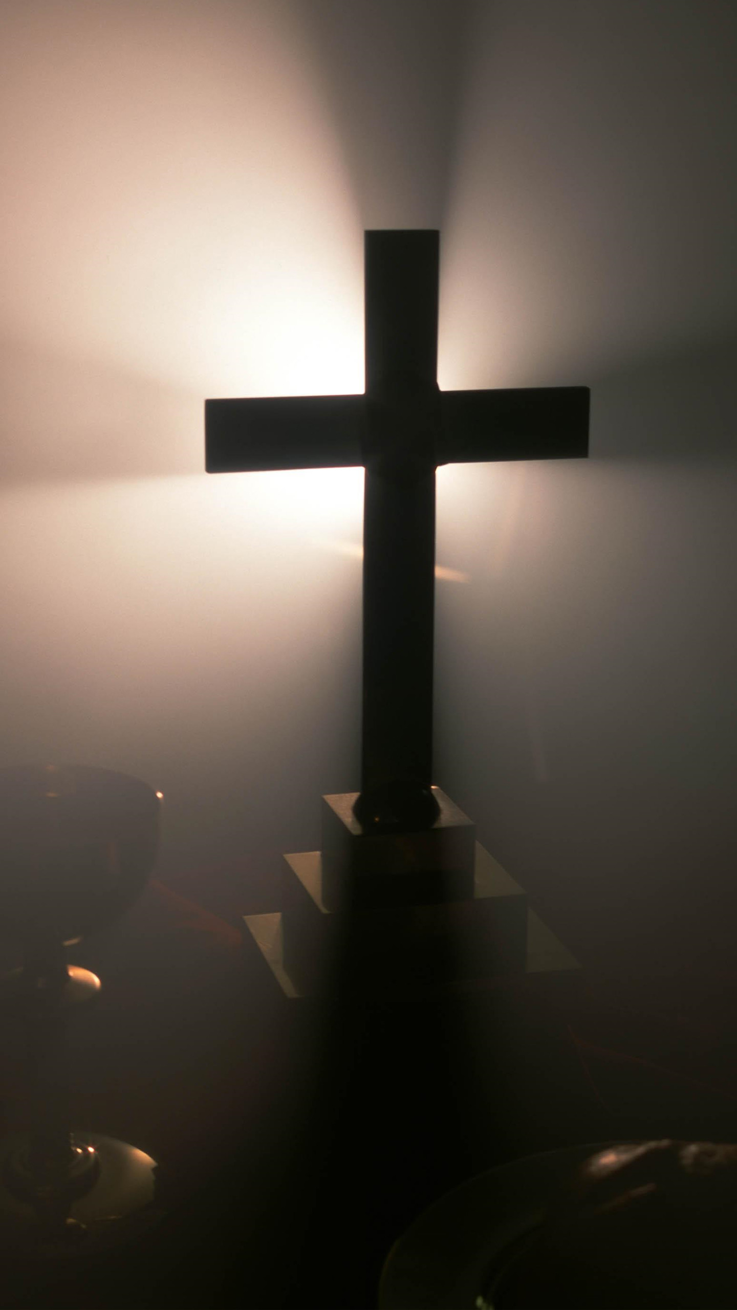 1440x2560 Cross In The Fog Wallpaper