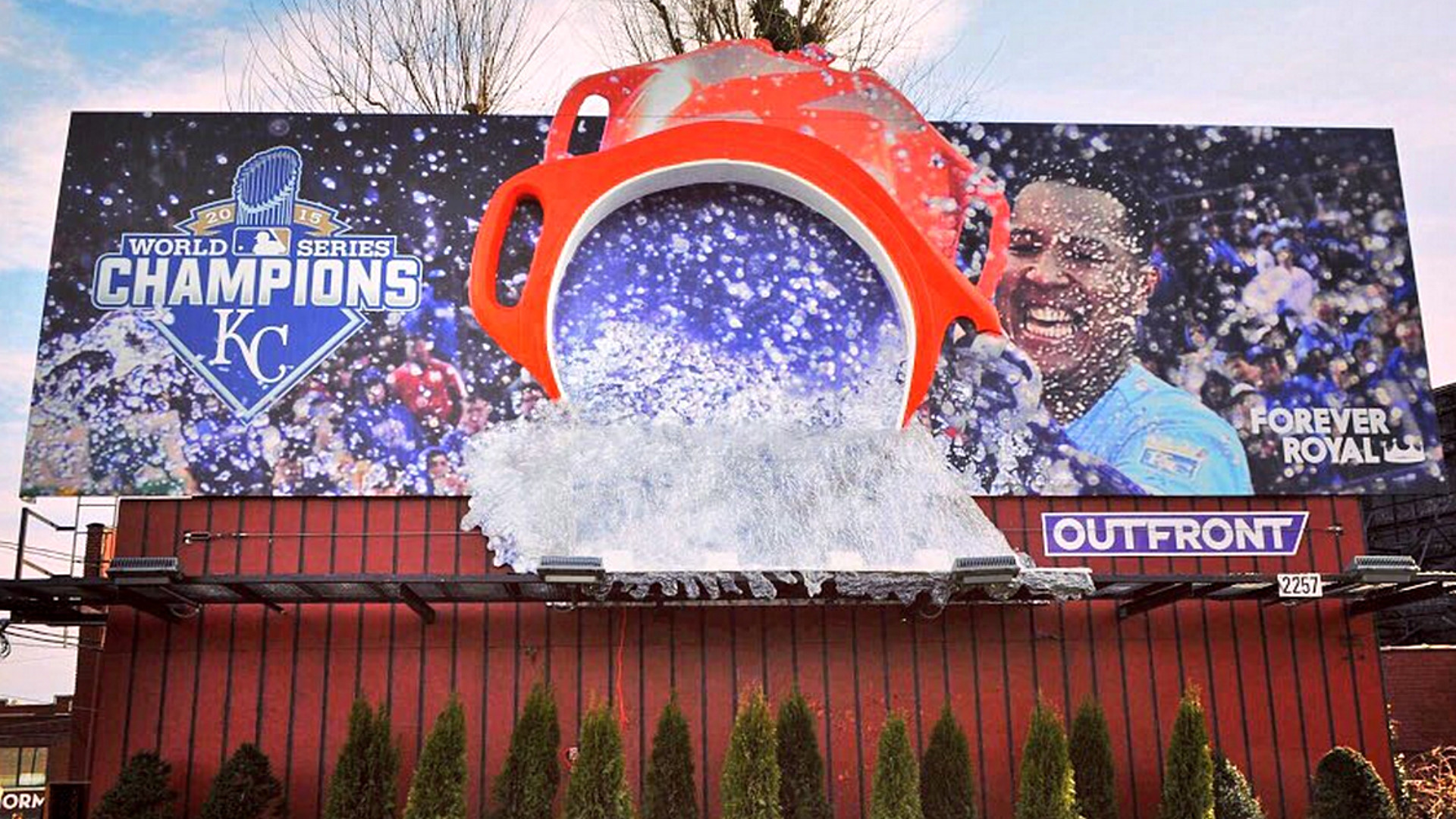 1920x1080 Salvador Perez gives fans a Gatorade shower in epic 3-D Royals billboard |  MLB | Sporting News