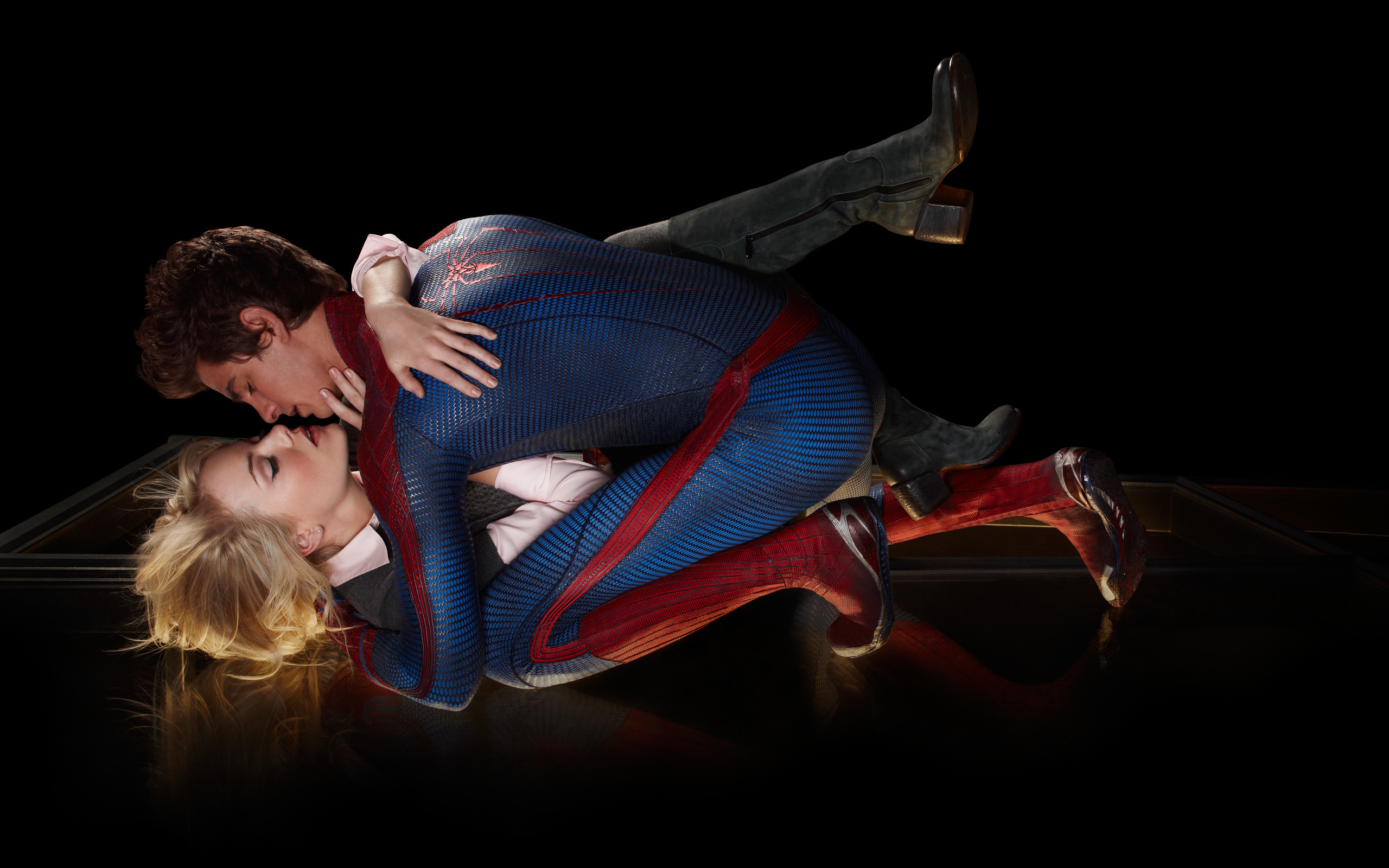 2560x1600 Amazing Spider Man Love Kiss