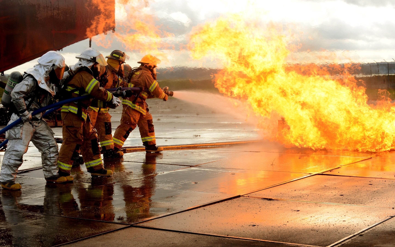 2880x1800 HD Firefighter Wallpaper