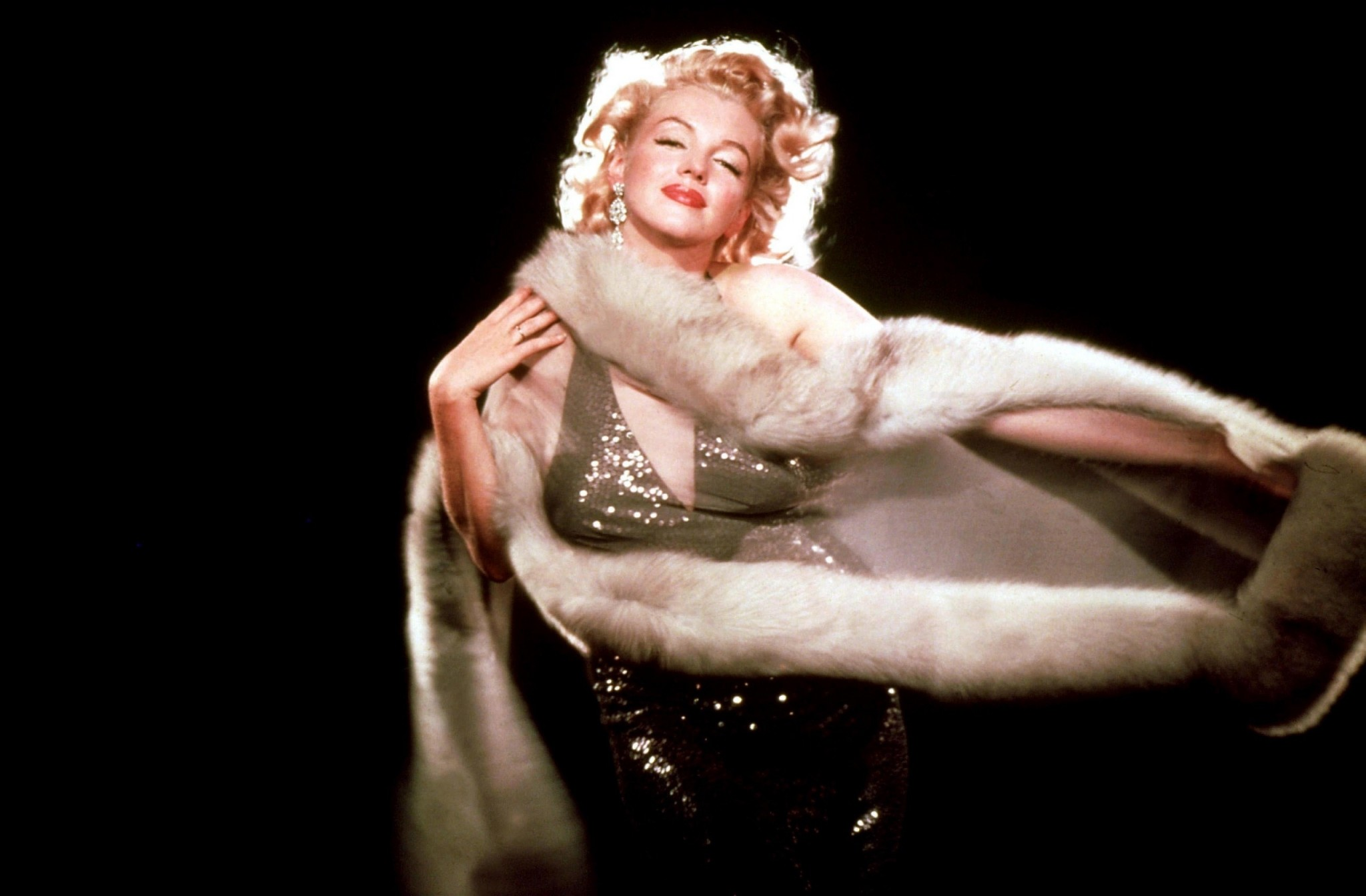 the influence of marilyn monroe to the modern world essay Marilyn monroe marilyn monroe was a glamorous woman who created a mad obsession within the world from her short-lived life marilyn monroe is.