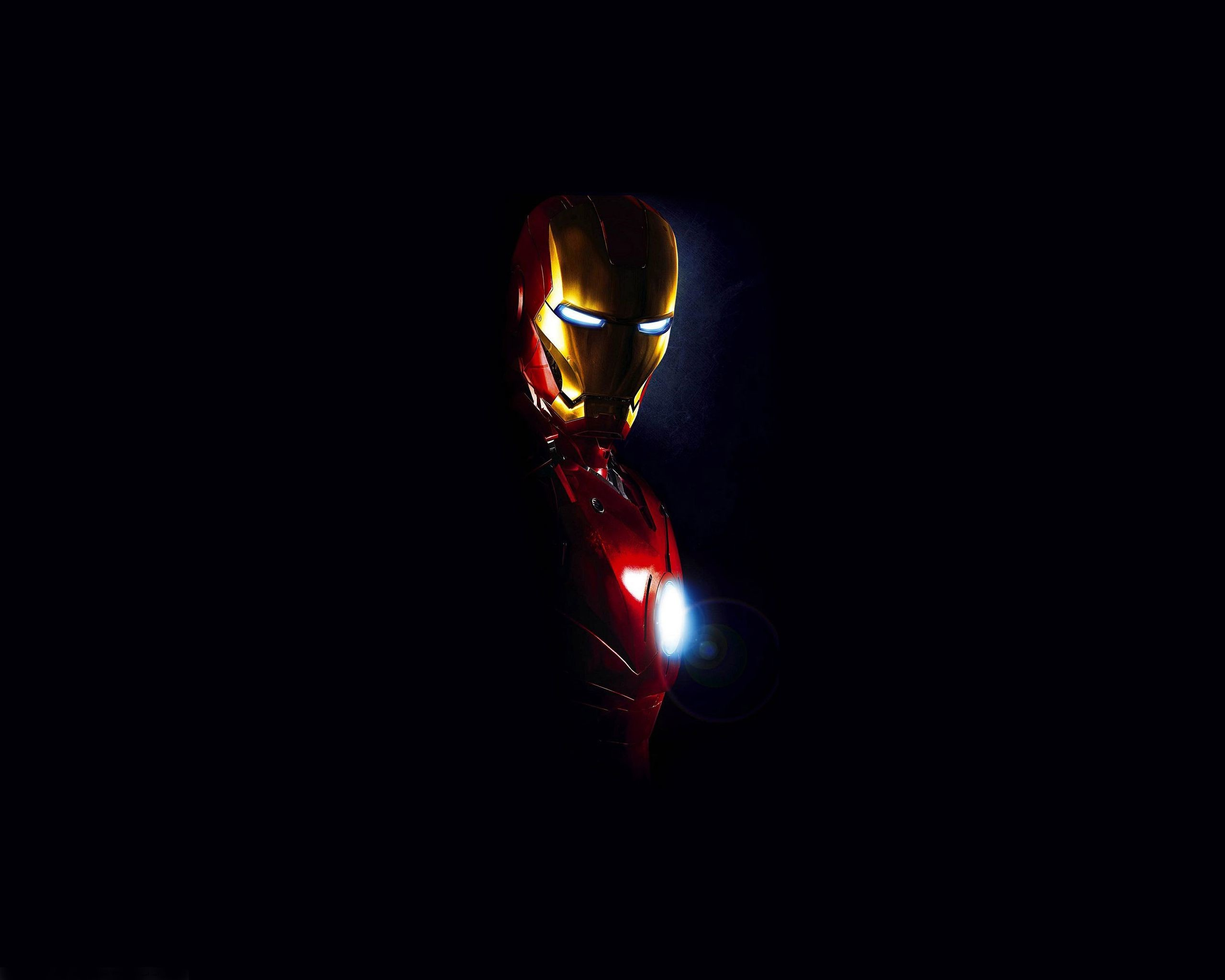 2560x2048 Cool Picture of Iron Man Photo with Dark Background | HD .