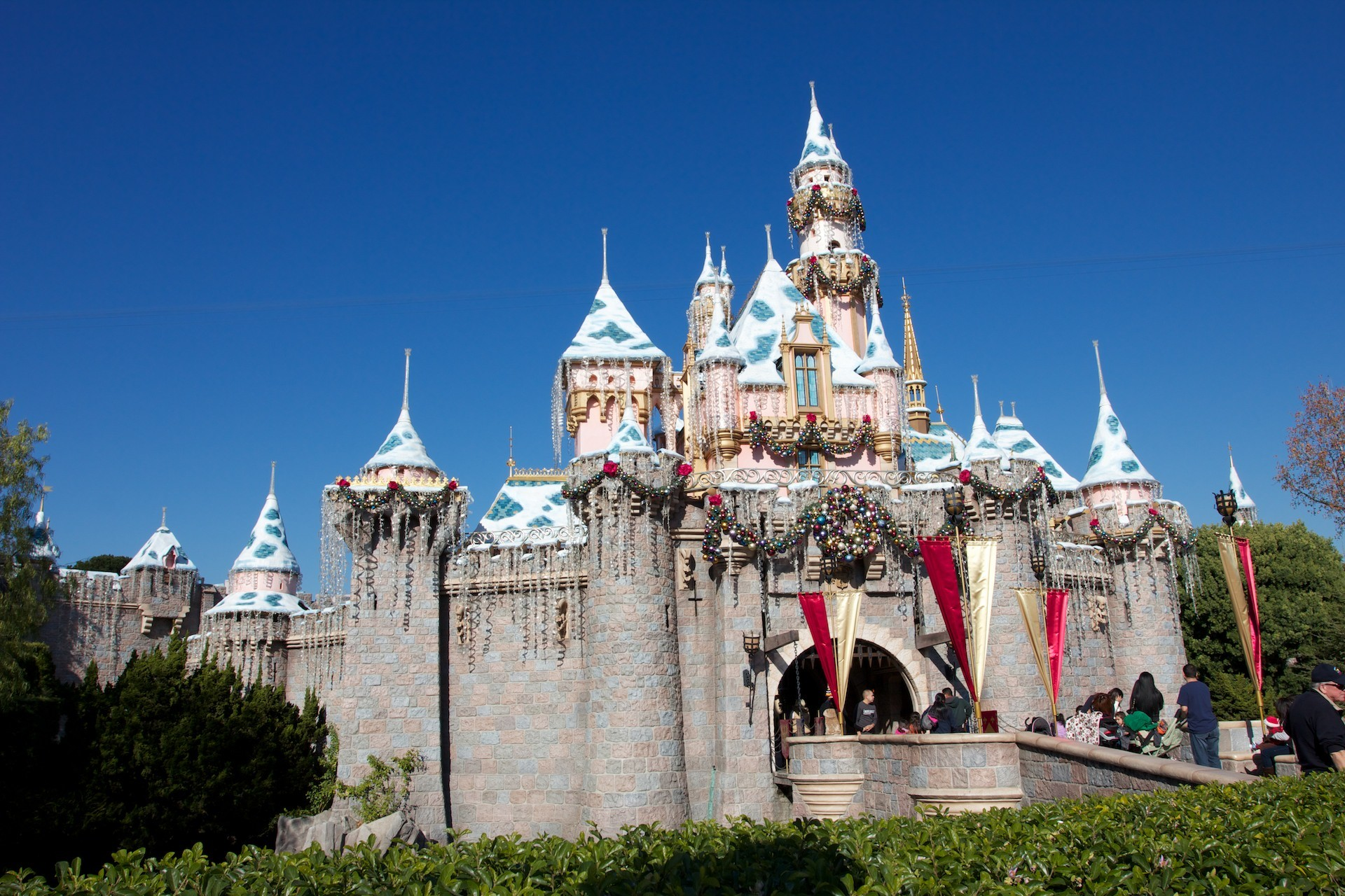 1920x1280 Christmas at Disneyland – Sleeping Beauty Castle Wallpaper