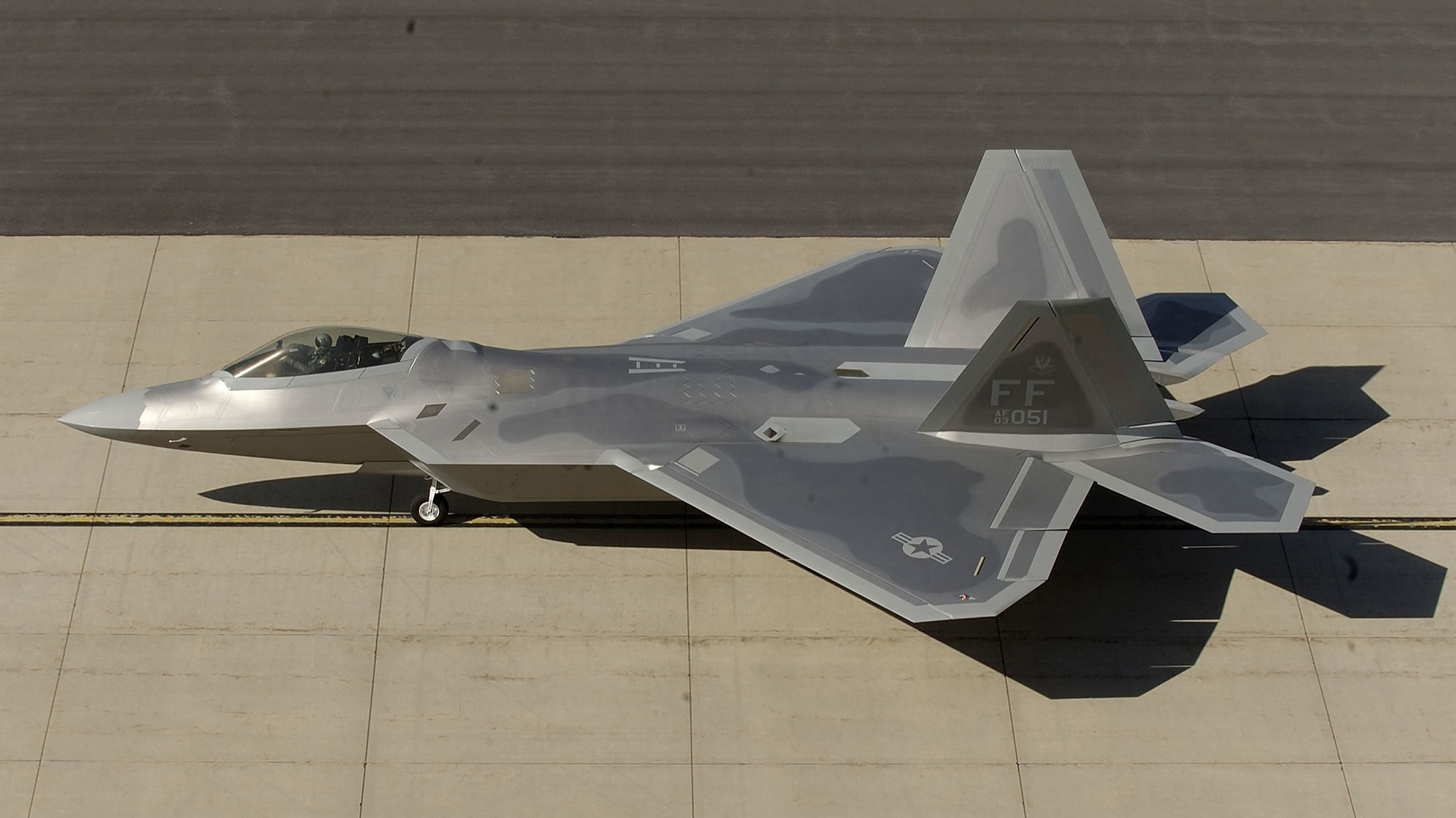 2075x1166 ... F-22 Raptor On Runway