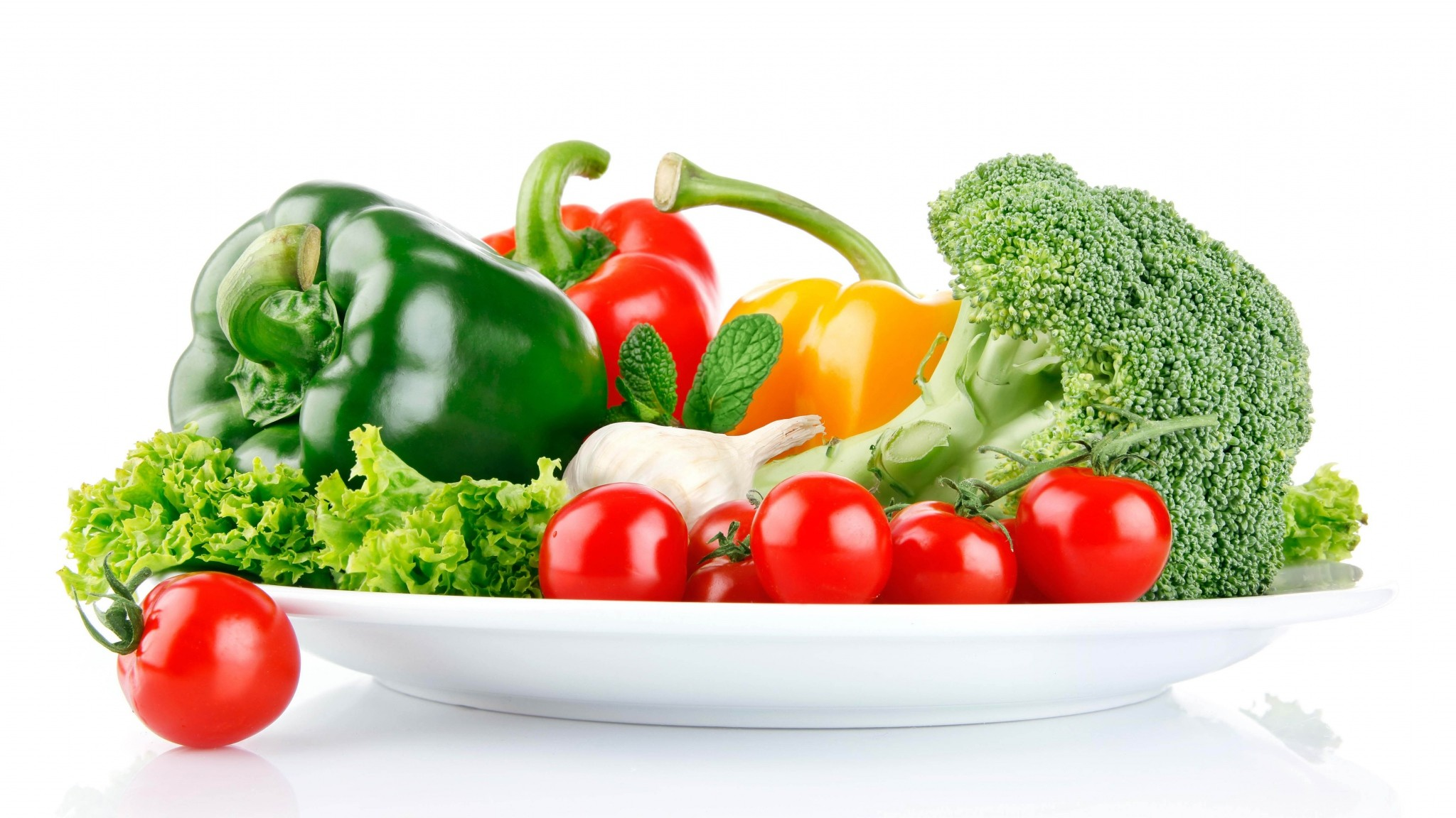 2048x1152  Wallpaper vegetables, dish, white background