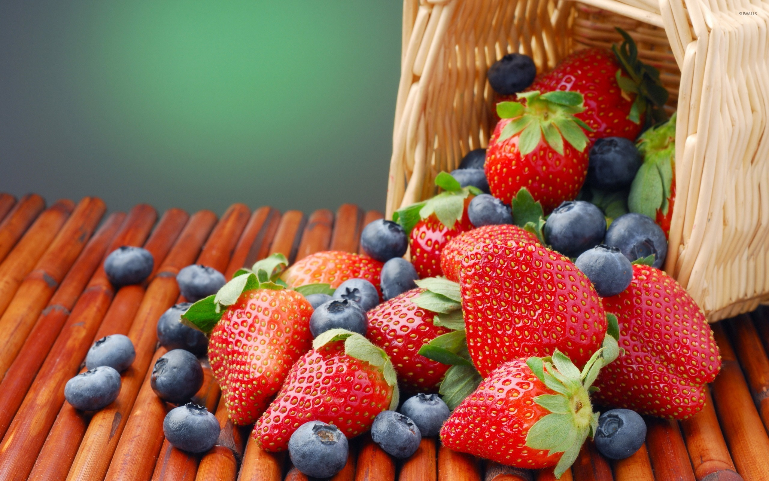 2560x1600 Strawberries and blueberries wallpaper