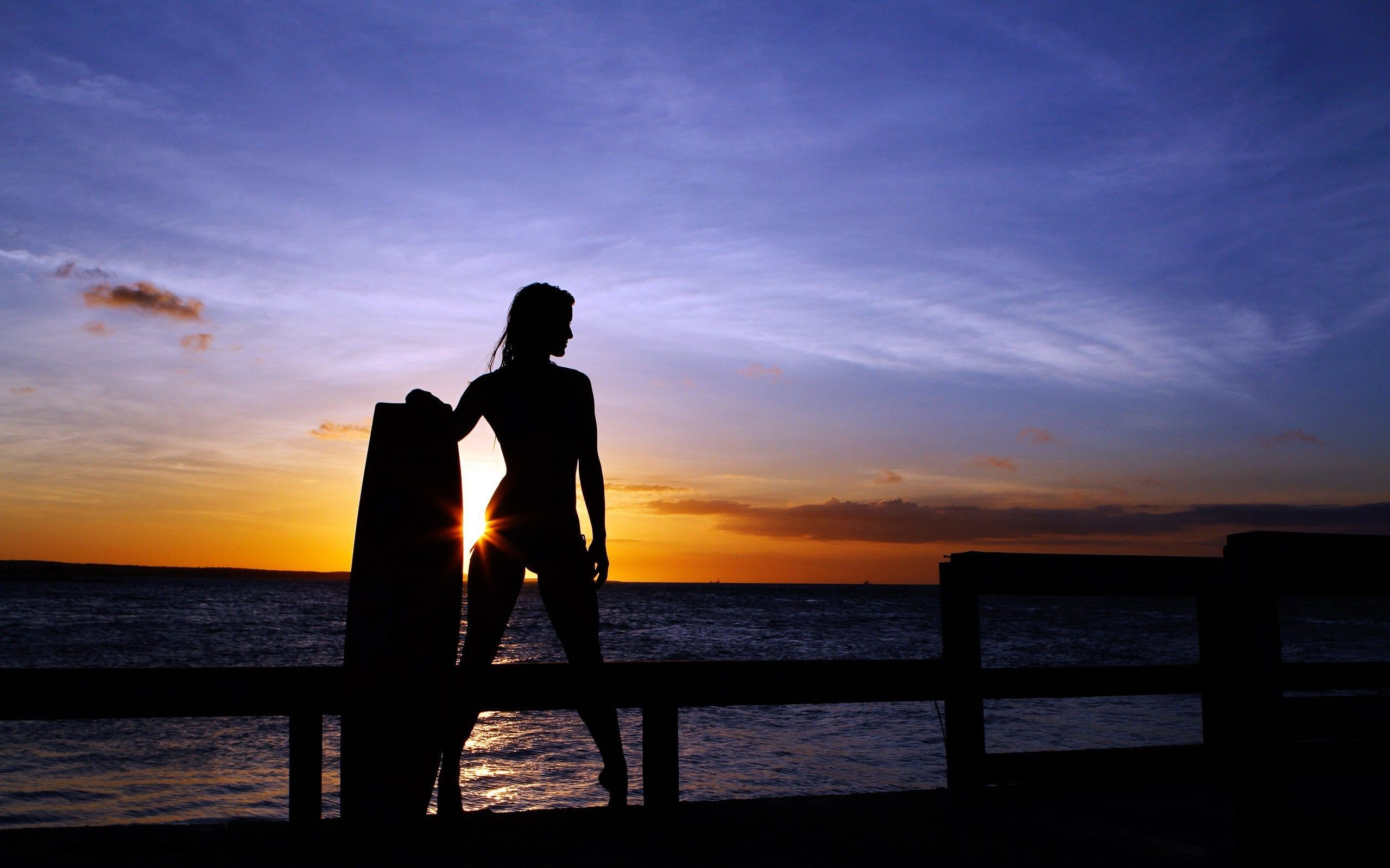 2560x1600 ... Woman surfer in the sunset