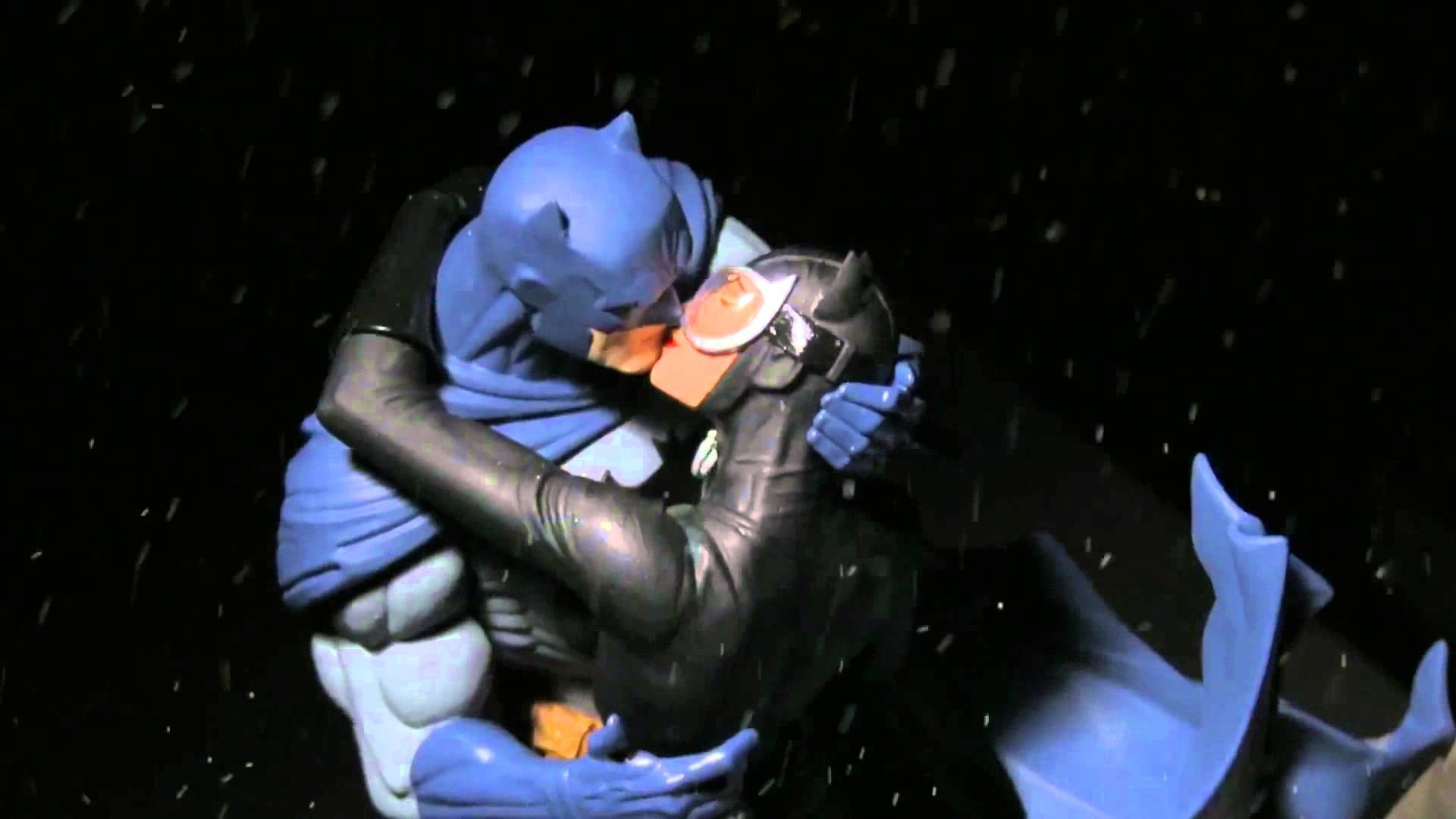 "1920x1080 DC Collectibles ""Batman: Hush"" - Batman & Catwoman... The Kiss Statue -  YouTube"