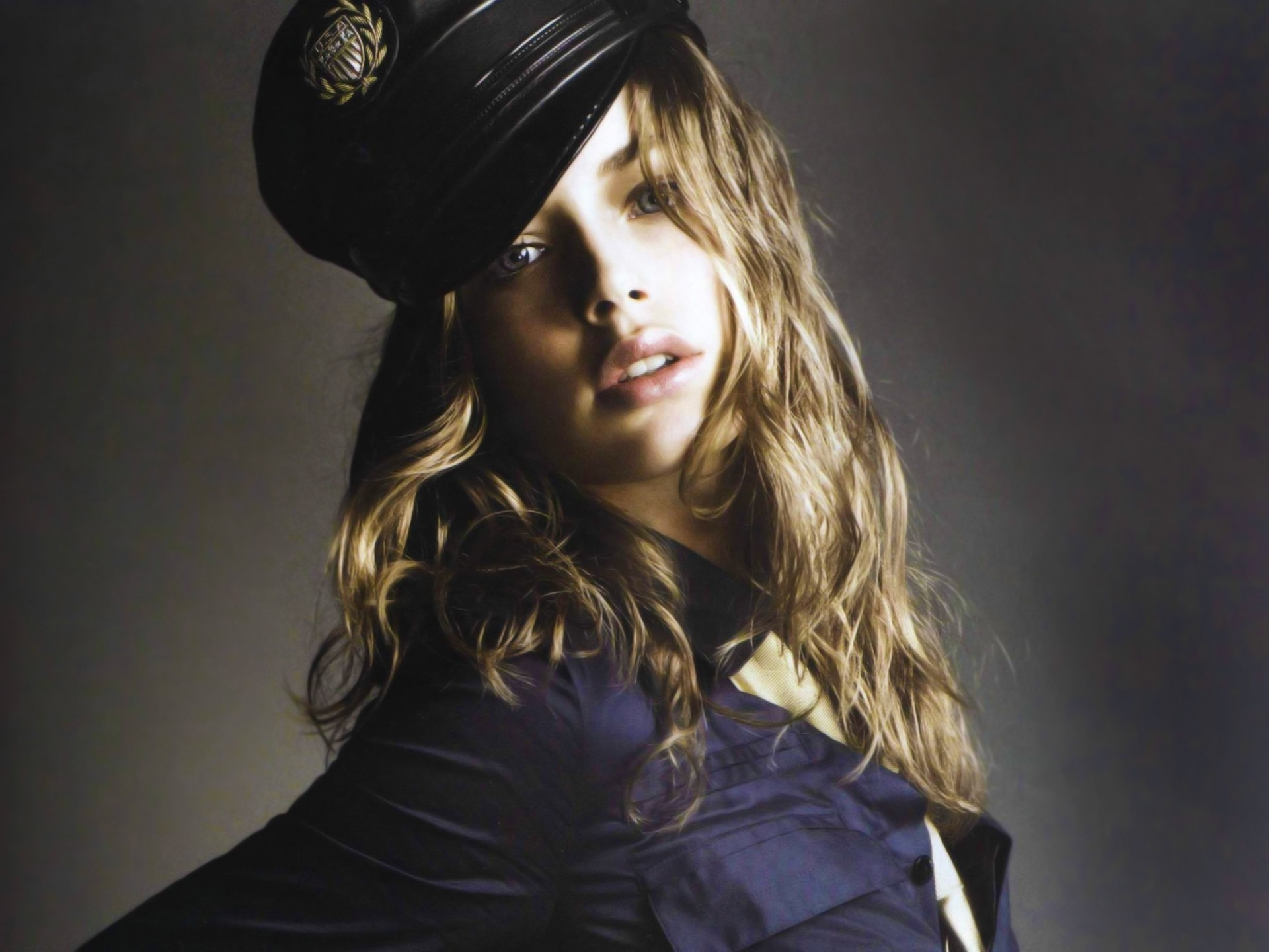 1920x1440 Free doutzen kroes with police hat wallpaper background