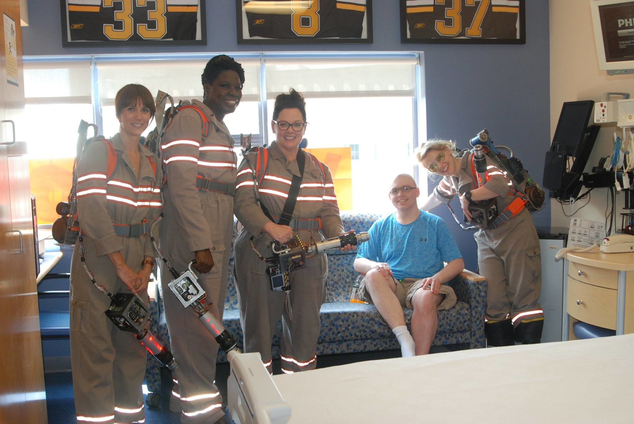 2048x1370 Photos: The new Ghostbusters turned up at a hospital, Slimer strangely  absent