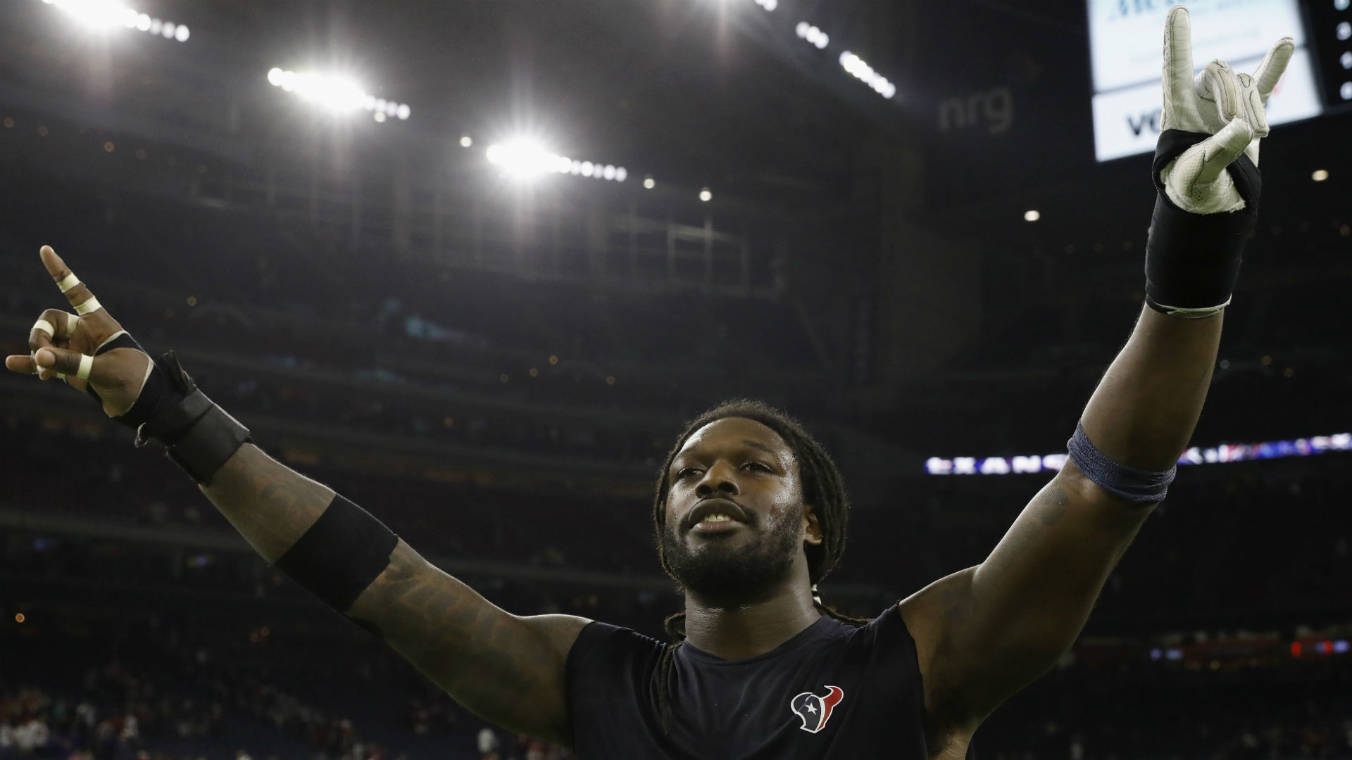 1920x1080 Jadeveon Clowney towers over Randy Moss in viral photo