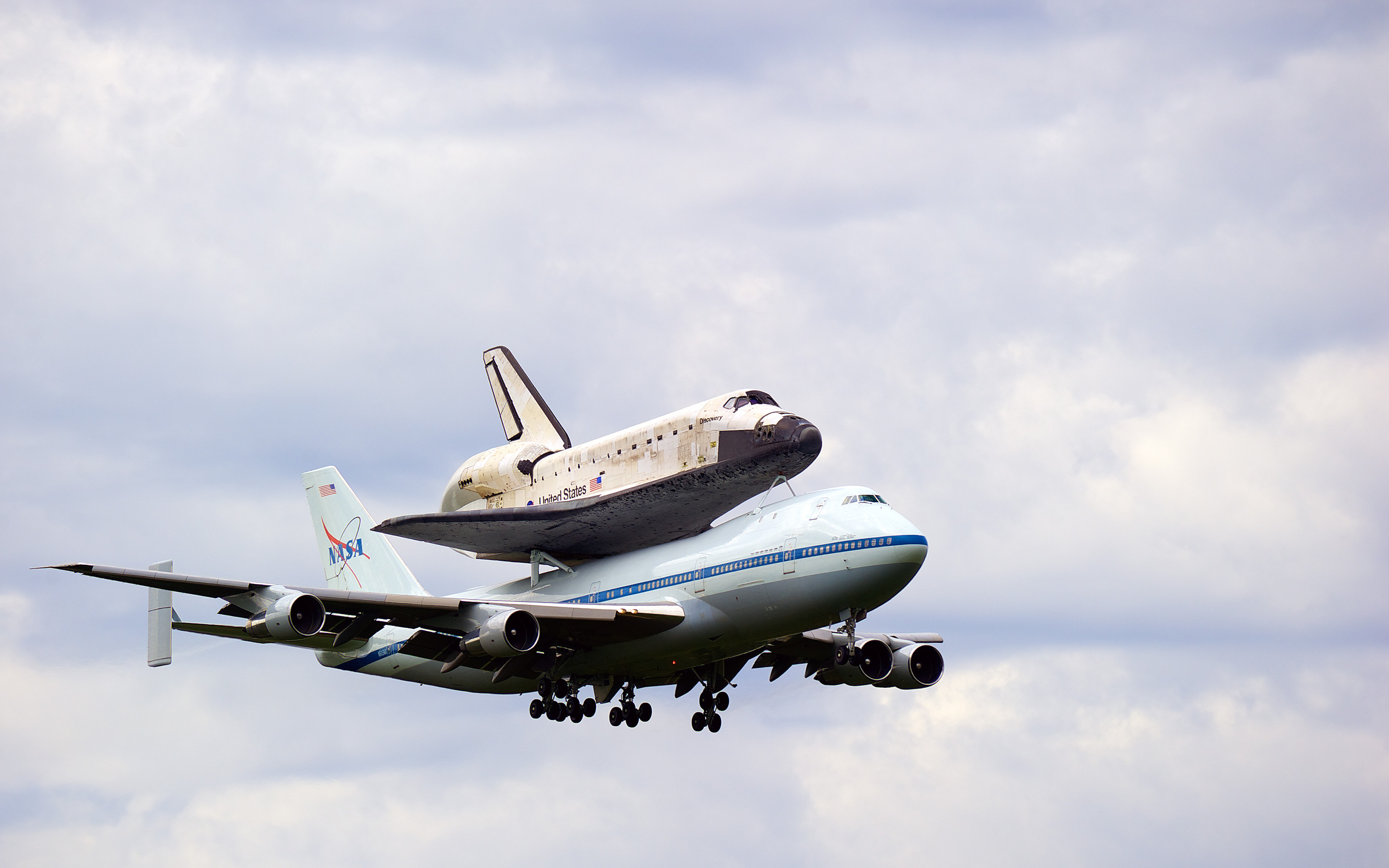 2880x1800 Space Shuttle Discovery Widescreen Wallpaper