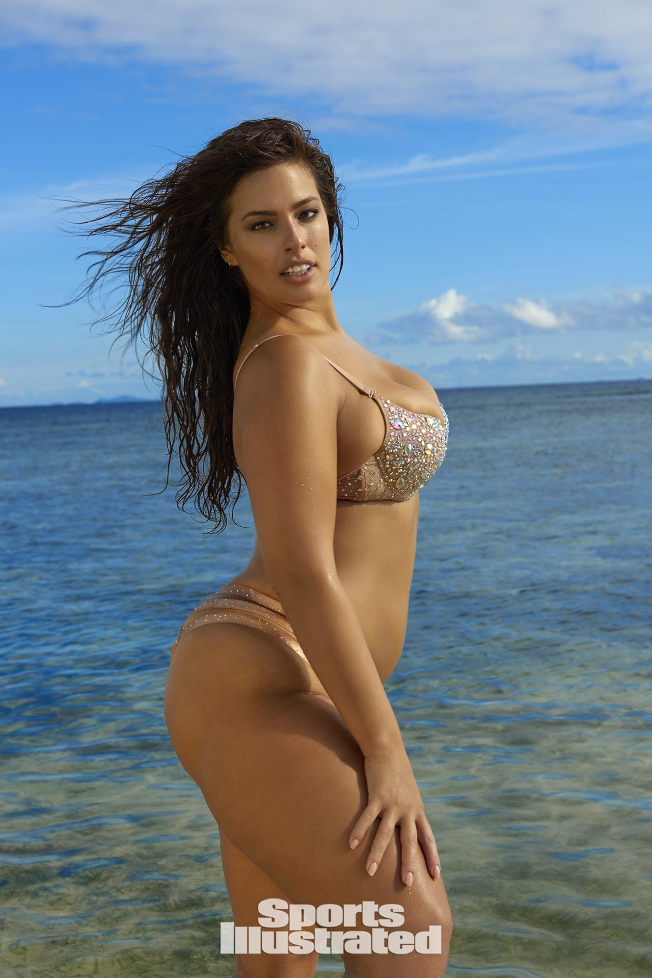 f6b2fc15e170 1280x1920 Ashley Graham was photographed by Yu Tsai in Fiji. Swimsuit by  d.bleu