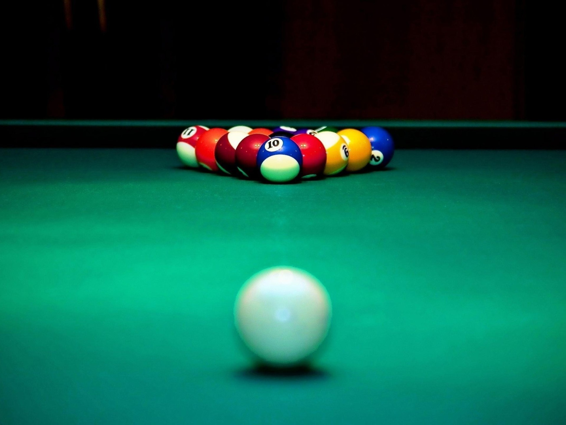 1920x1440 Billiards Table and Balls Wallpaper