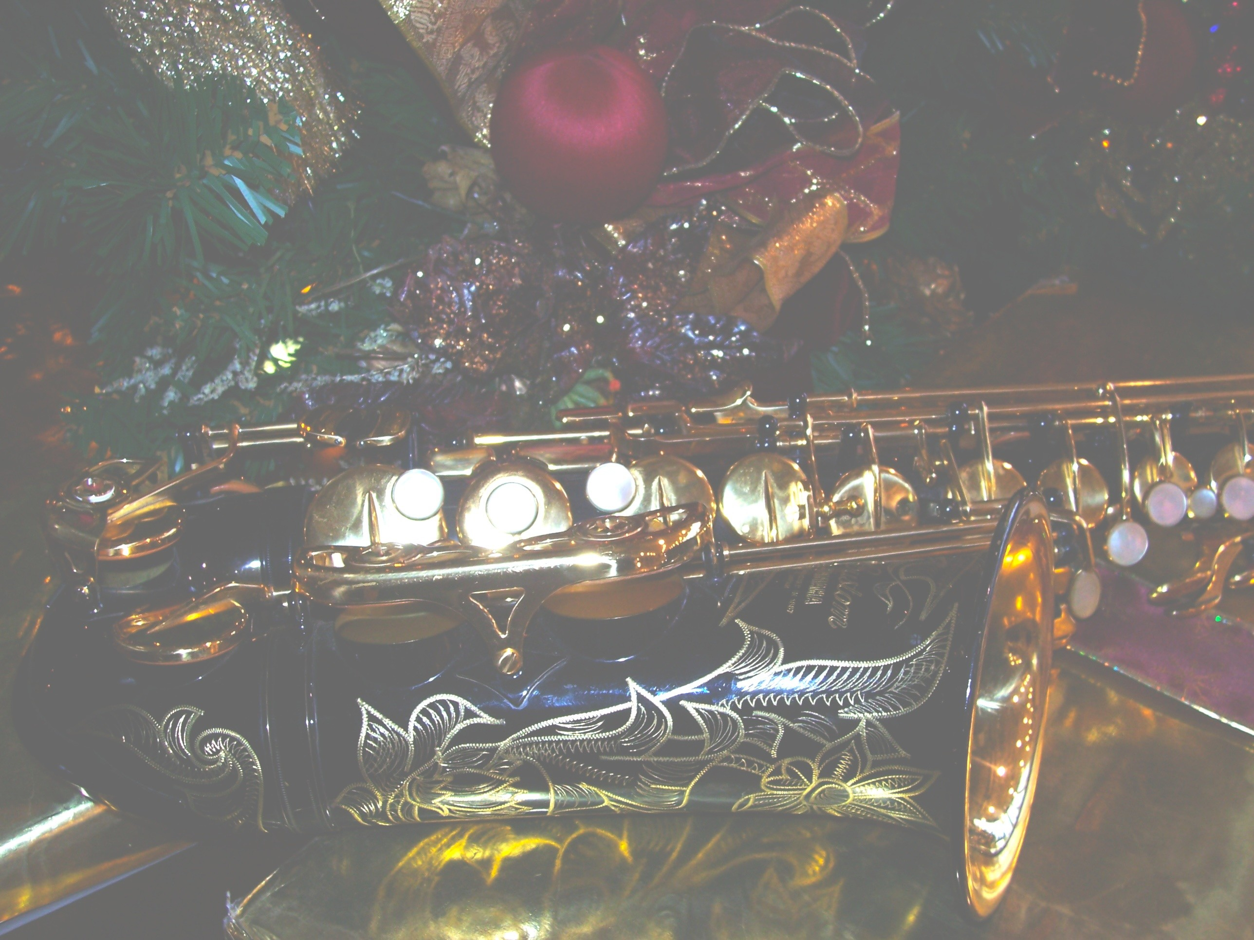 2576x1932 Free Christmas Saxophone Wallpaper / Screensavers - Light Picture - For  Cell Phones - Black Yamaha ...