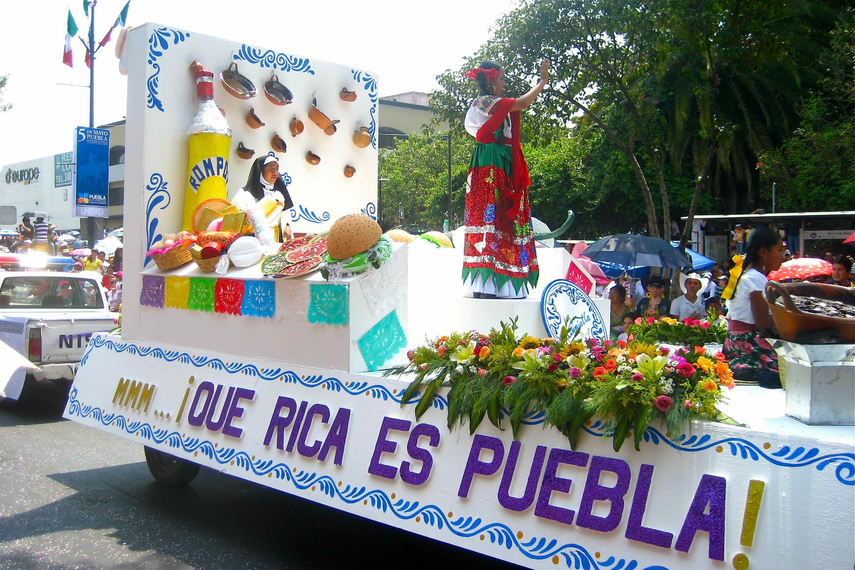 2816x1877 ... A float in Puebla's 2010 Cinco de Mayo parade touts the state's  culinary prowess.