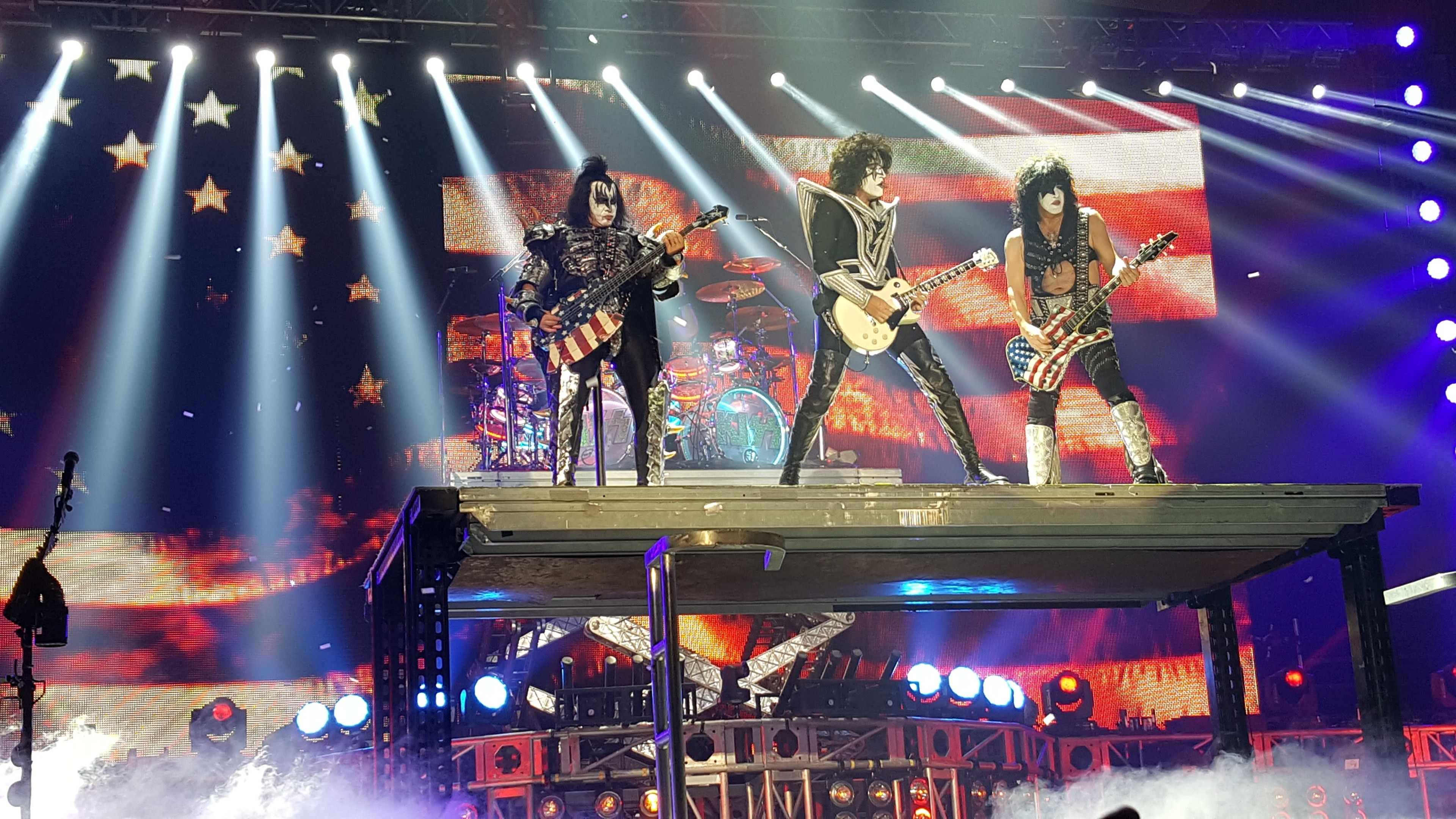 3840x2160 # the band kiss wearing stage make up performing in front of a  large american flag displayed on a screenkiss at huntington center toledo  ohio 2016 ...