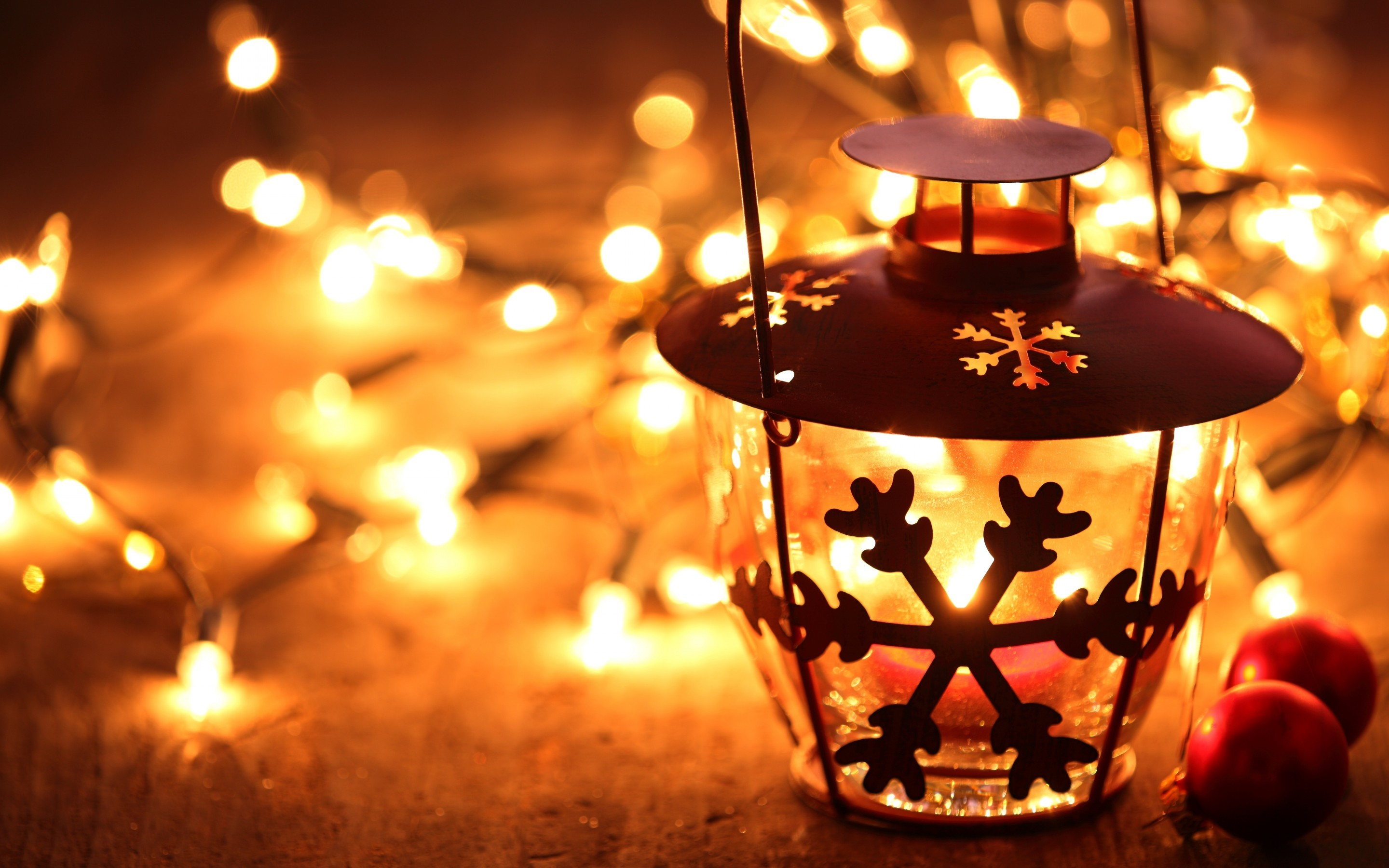 2880x1800 snowflake lantern on wooden floor with yellow candle light